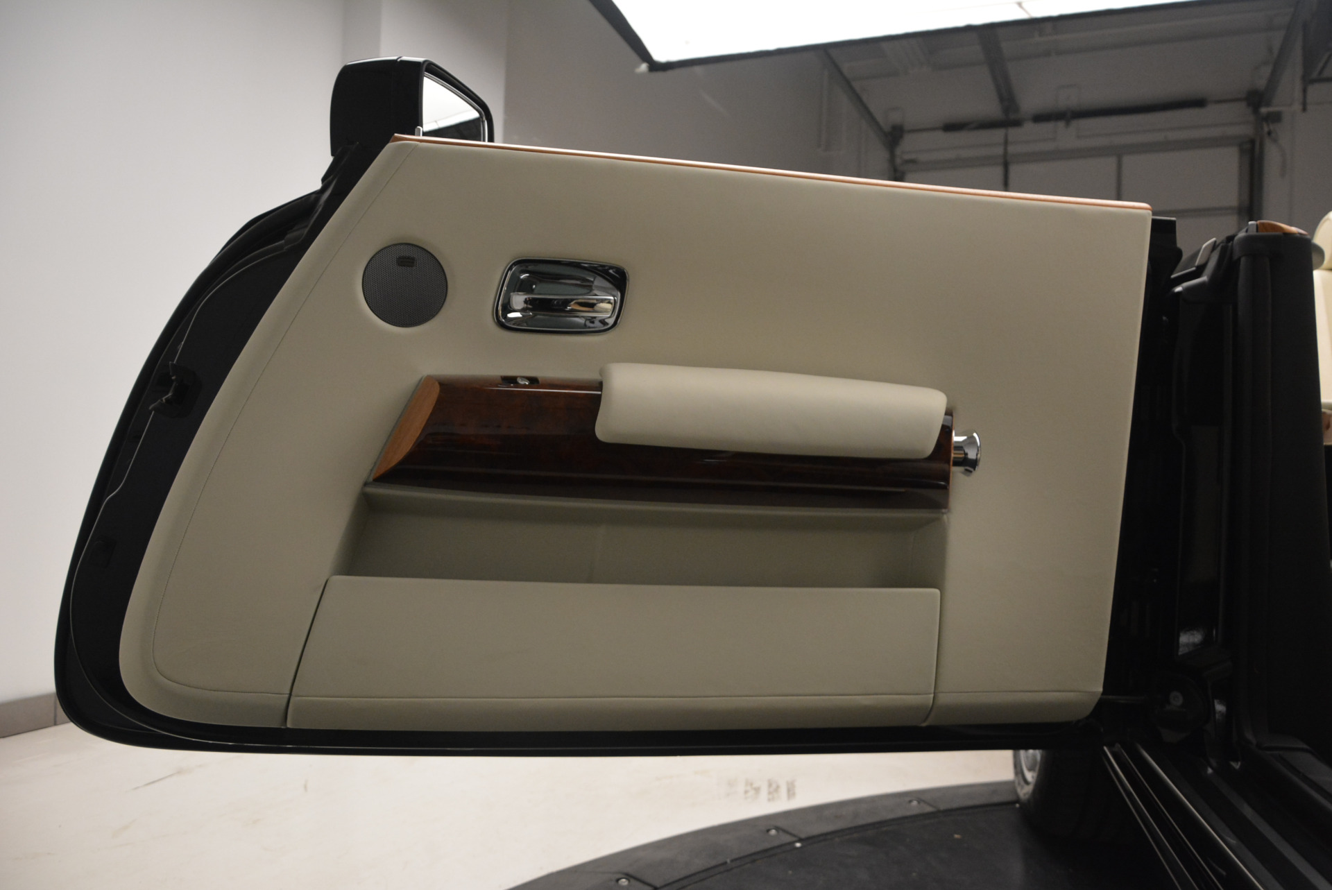 Used 2009 Rolls-Royce Phantom Drophead Coupe  For Sale In Greenwich, CT 1792_p37