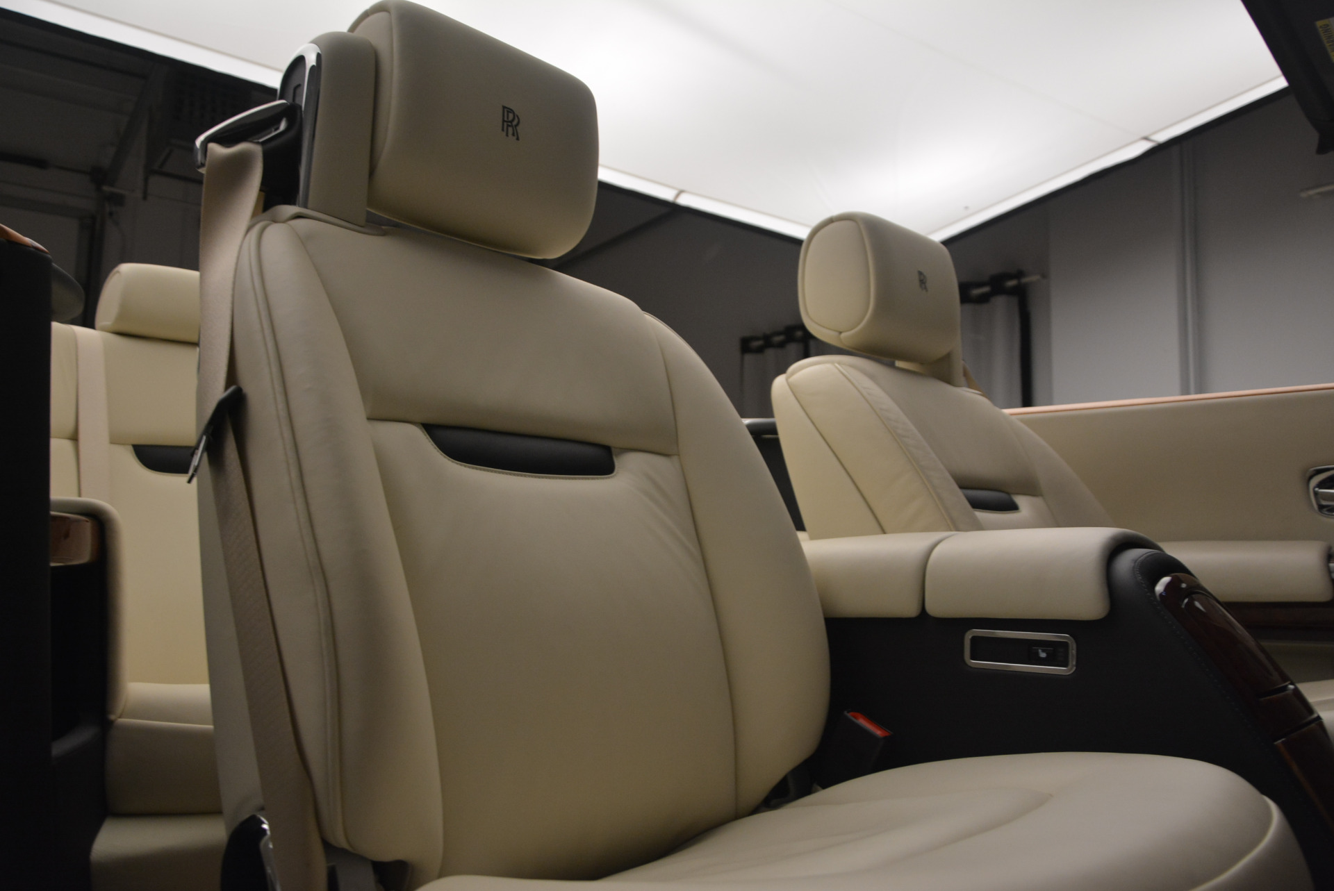 Used 2009 Rolls-Royce Phantom Drophead Coupe  For Sale In Greenwich, CT 1792_p38