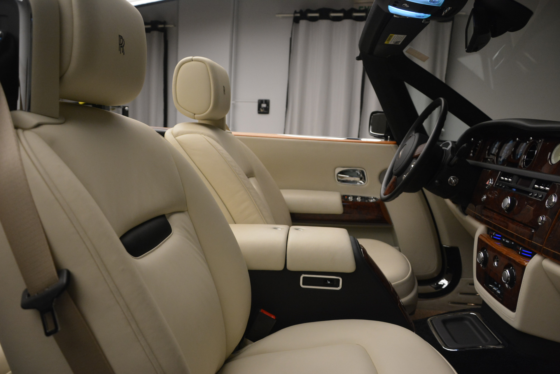 Used 2009 Rolls-Royce Phantom Drophead Coupe  For Sale In Greenwich, CT 1792_p39
