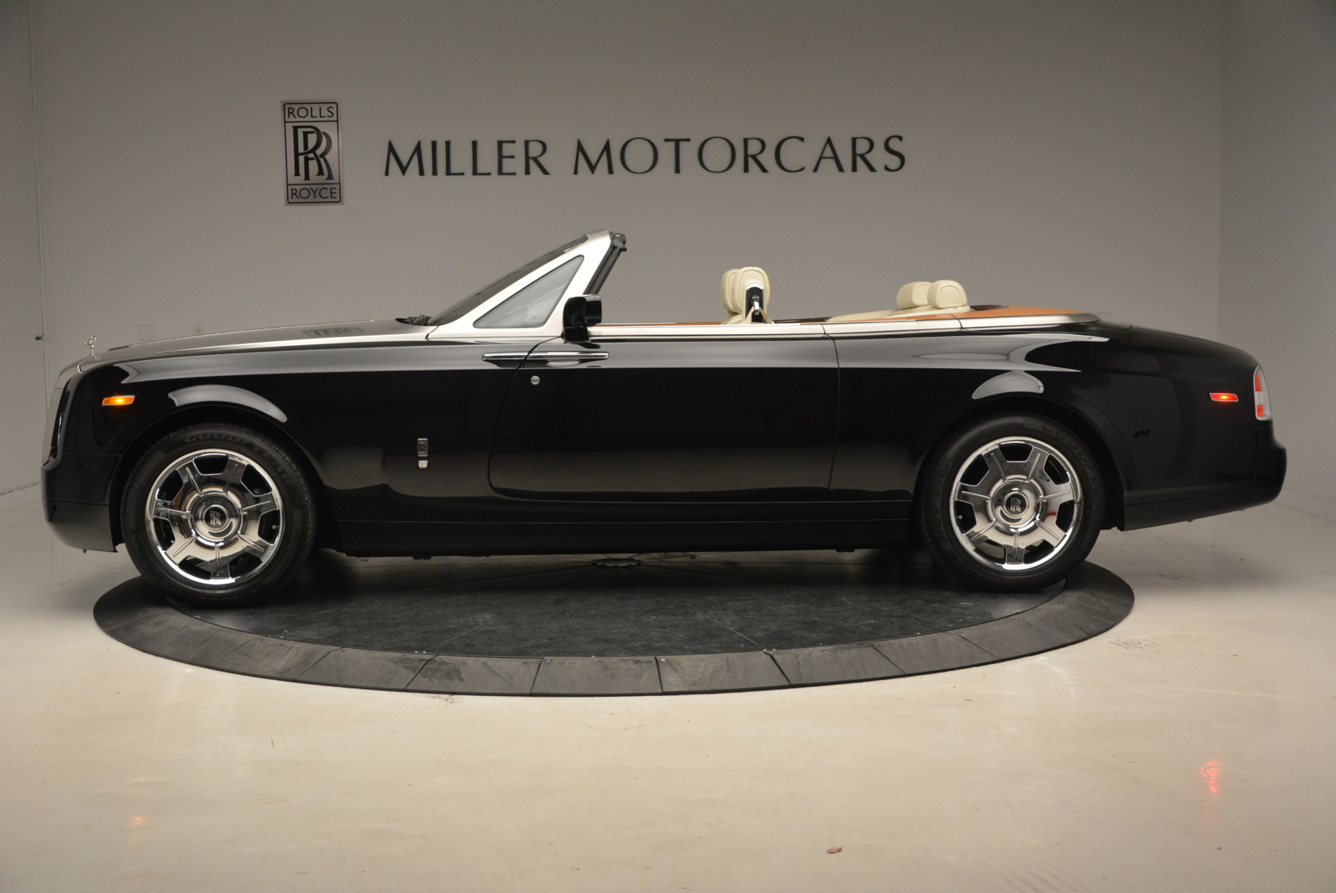 Used 2009 Rolls-Royce Phantom Drophead Coupe  For Sale In Greenwich, CT 1792_p3