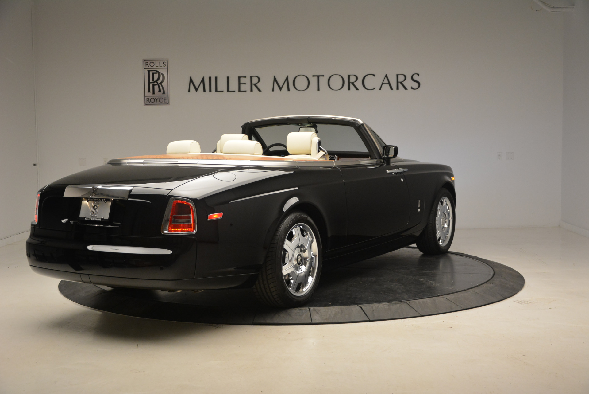 Used 2009 Rolls-Royce Phantom Drophead Coupe  For Sale In Greenwich, CT 1792_p8