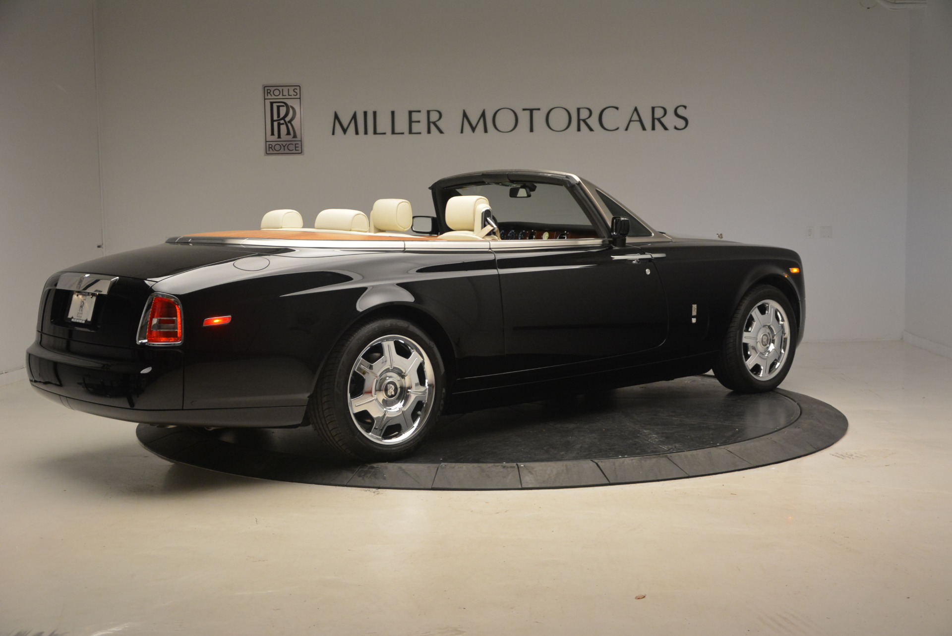 Used 2009 Rolls-Royce Phantom Drophead Coupe  For Sale In Greenwich, CT 1792_p9