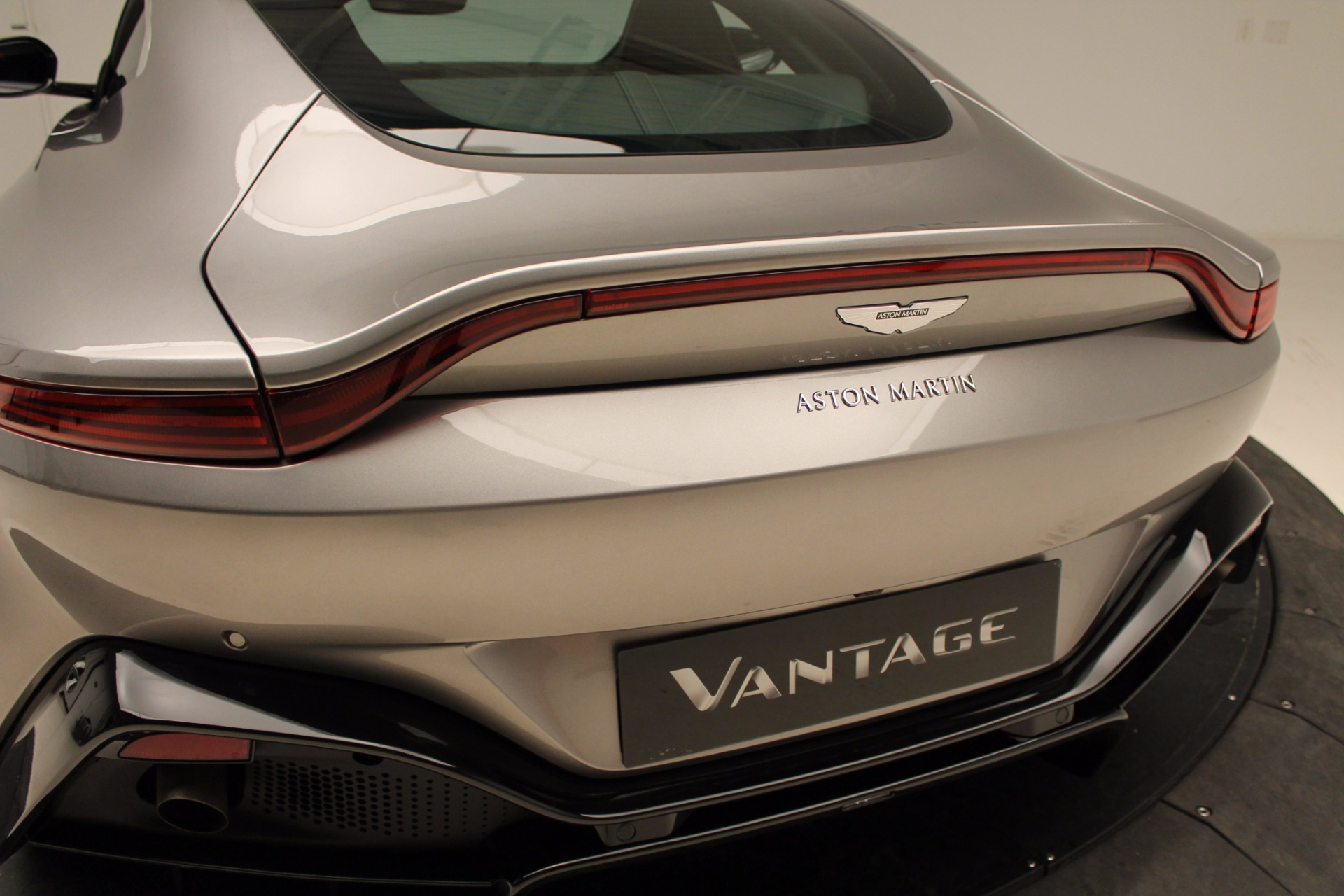 New 2019 Aston Martin Vantage  For Sale In Greenwich, CT 1803_p33