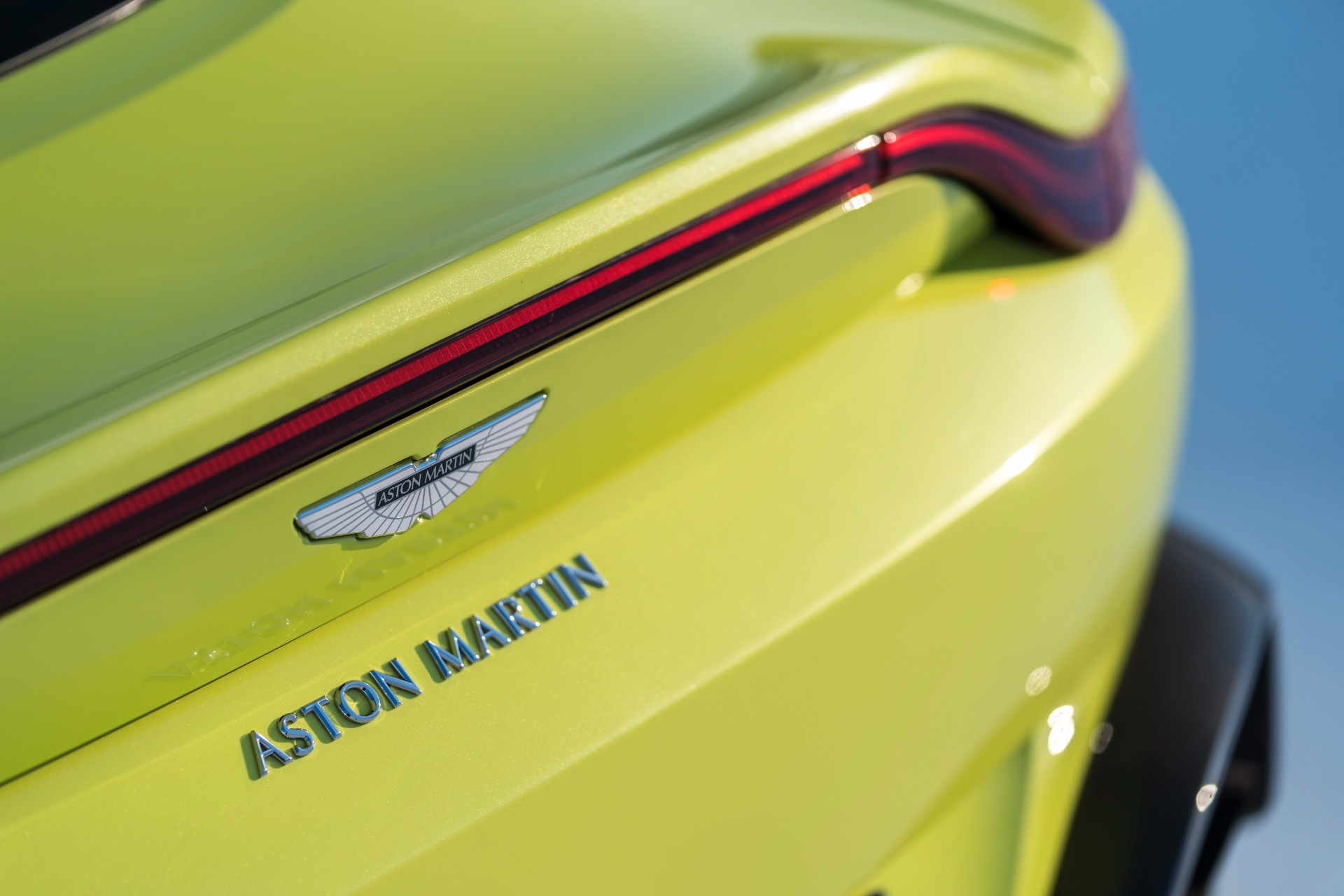 New 2019 Aston Martin Vantage  For Sale In Greenwich, CT 1803_p5