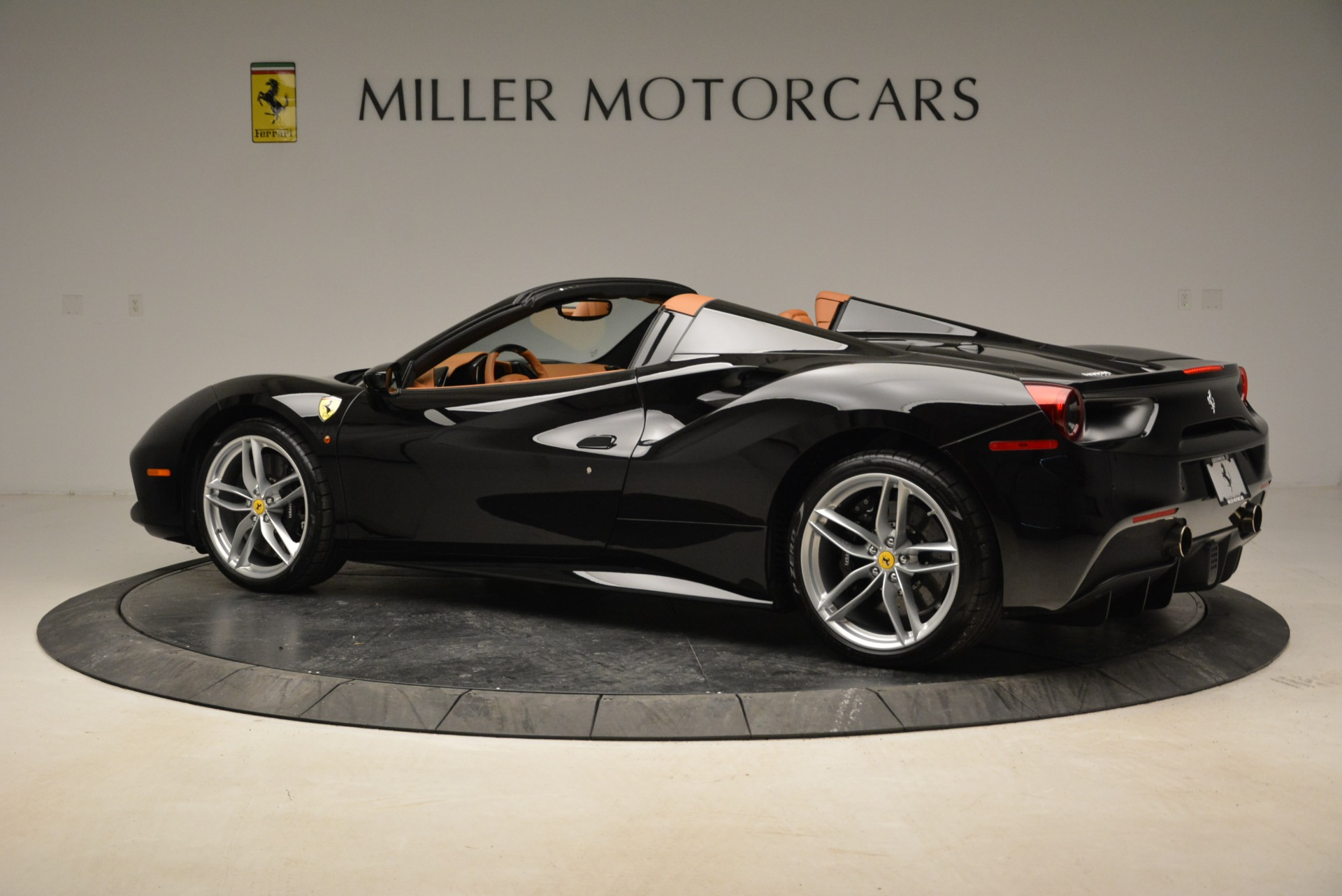 Used 2017 Ferrari 488 Spider  For Sale In Greenwich, CT 1853_p4