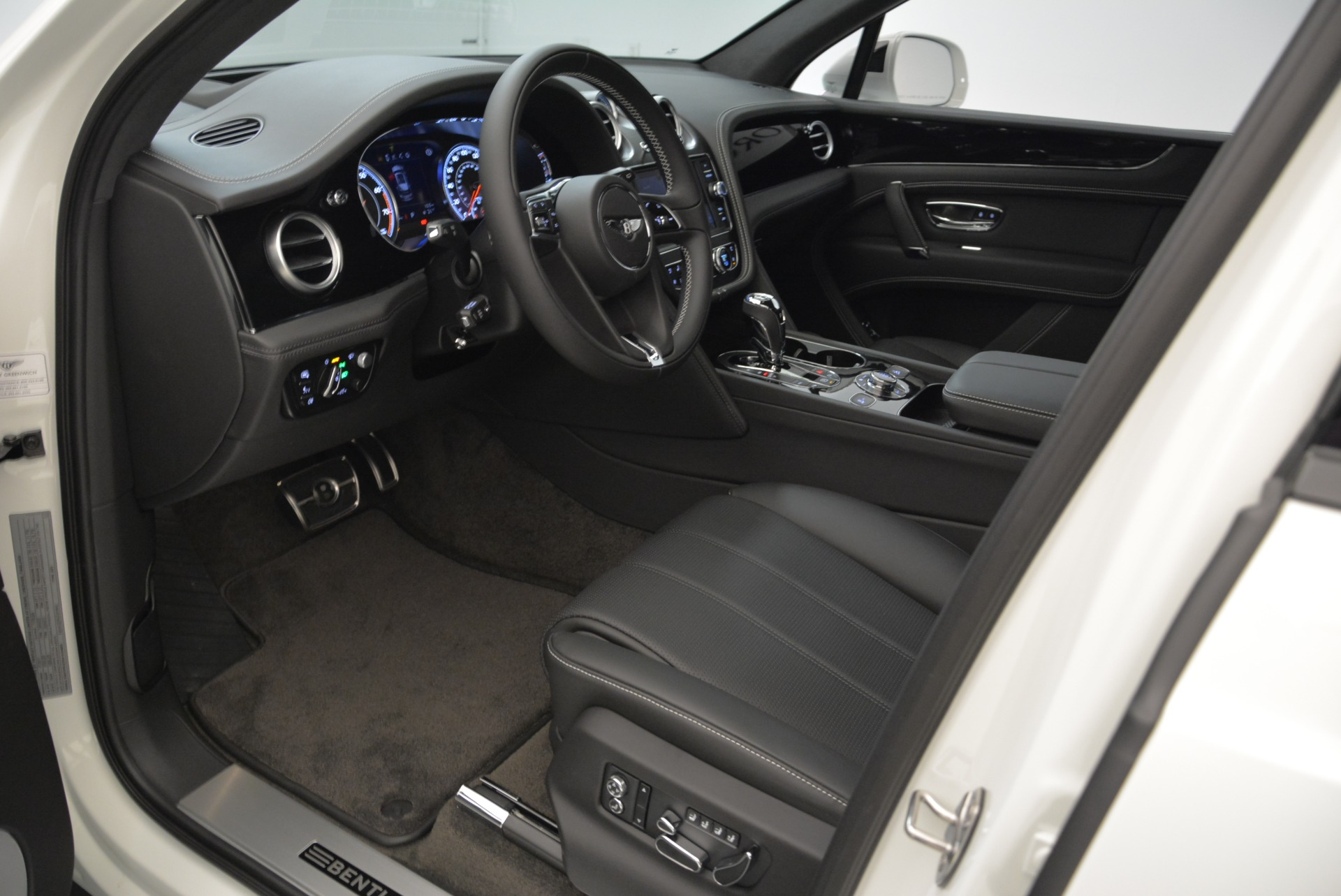 New 2018 Bentley Bentayga Black Edition For Sale In Greenwich, CT 1874_p28
