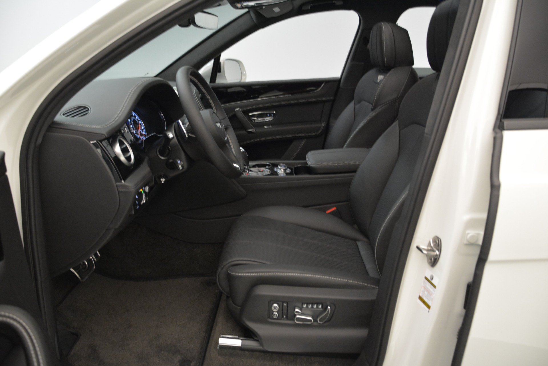 New 2018 Bentley Bentayga Black Edition For Sale In Greenwich, CT 1874_p29