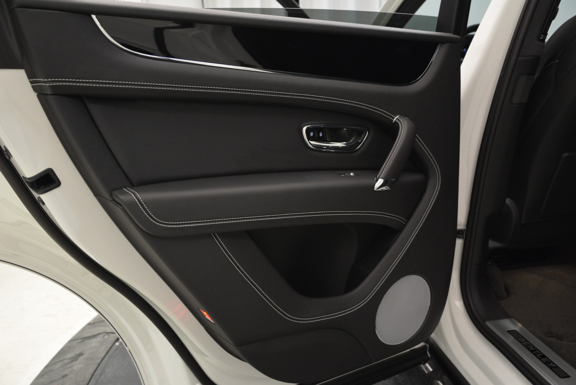 New 2018 Bentley Bentayga Black Edition For Sale In Greenwich, CT 1874_p32