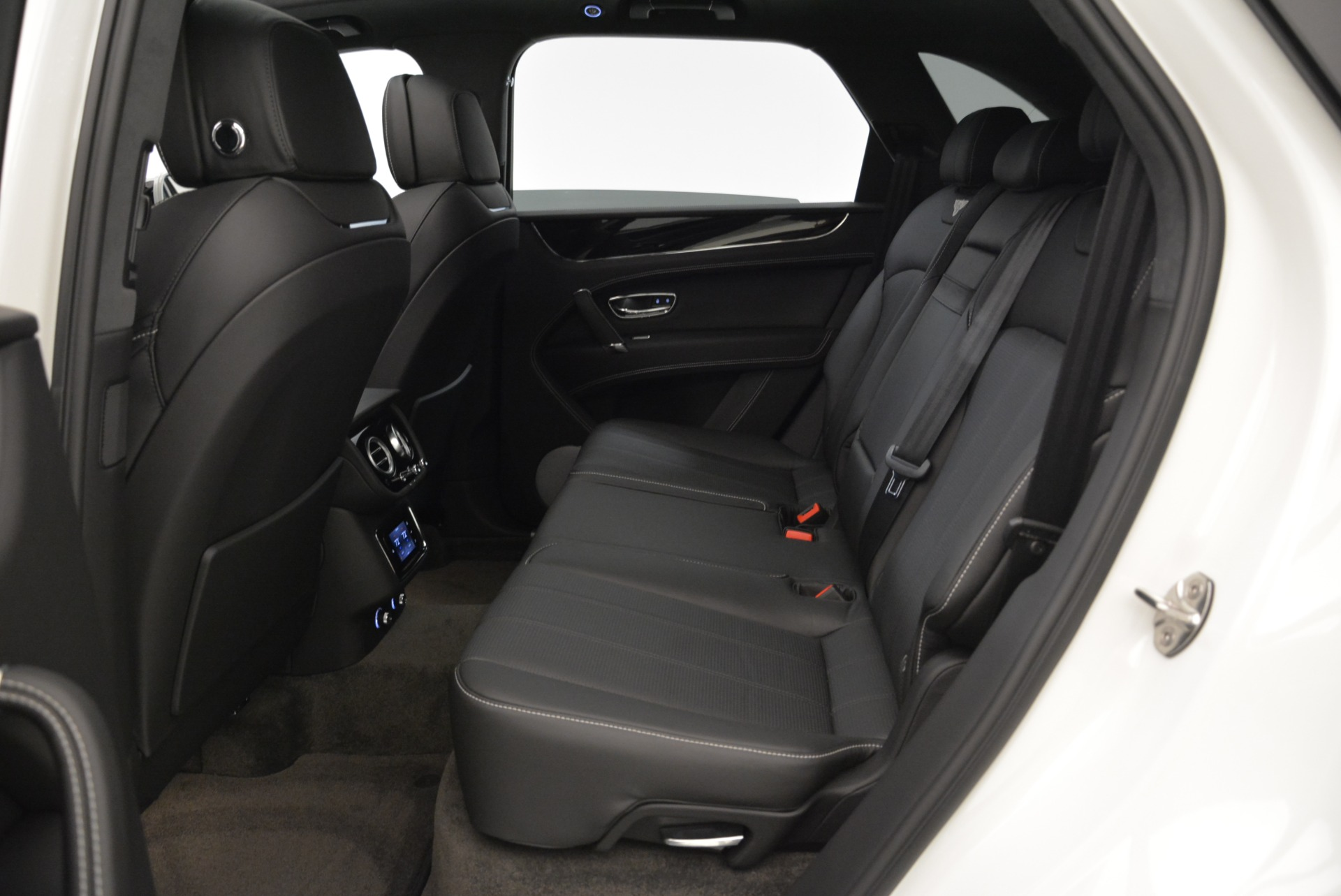 New 2018 Bentley Bentayga Black Edition For Sale In Greenwich, CT 1874_p34