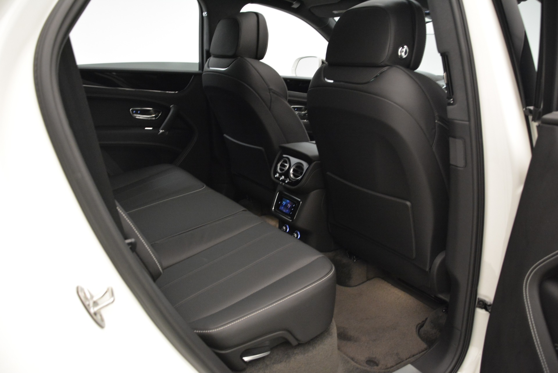 New 2018 Bentley Bentayga Black Edition For Sale In Greenwich, CT 1874_p46