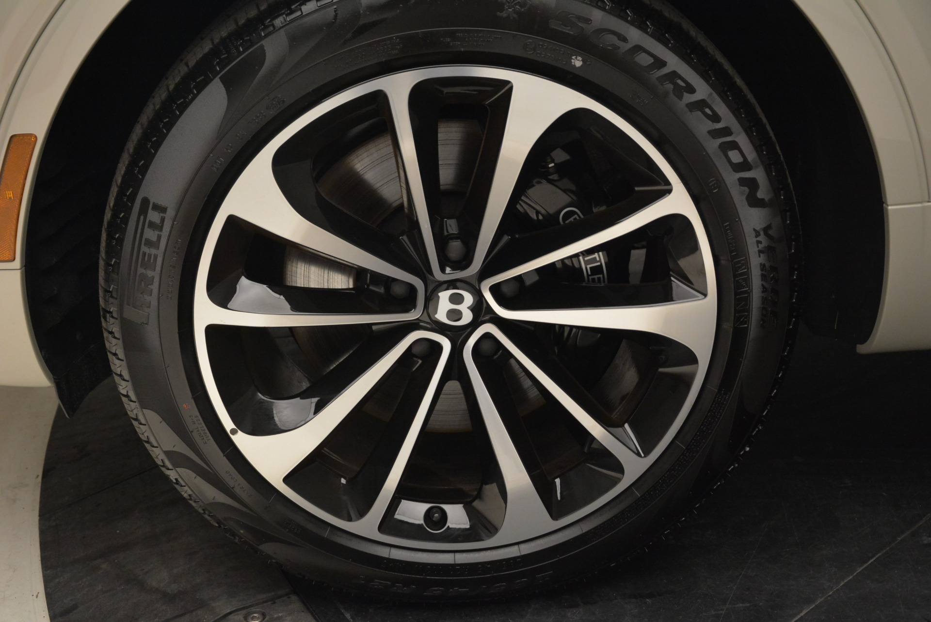 New 2018 Bentley Bentayga Signature For Sale In Greenwich, CT 1876_p16