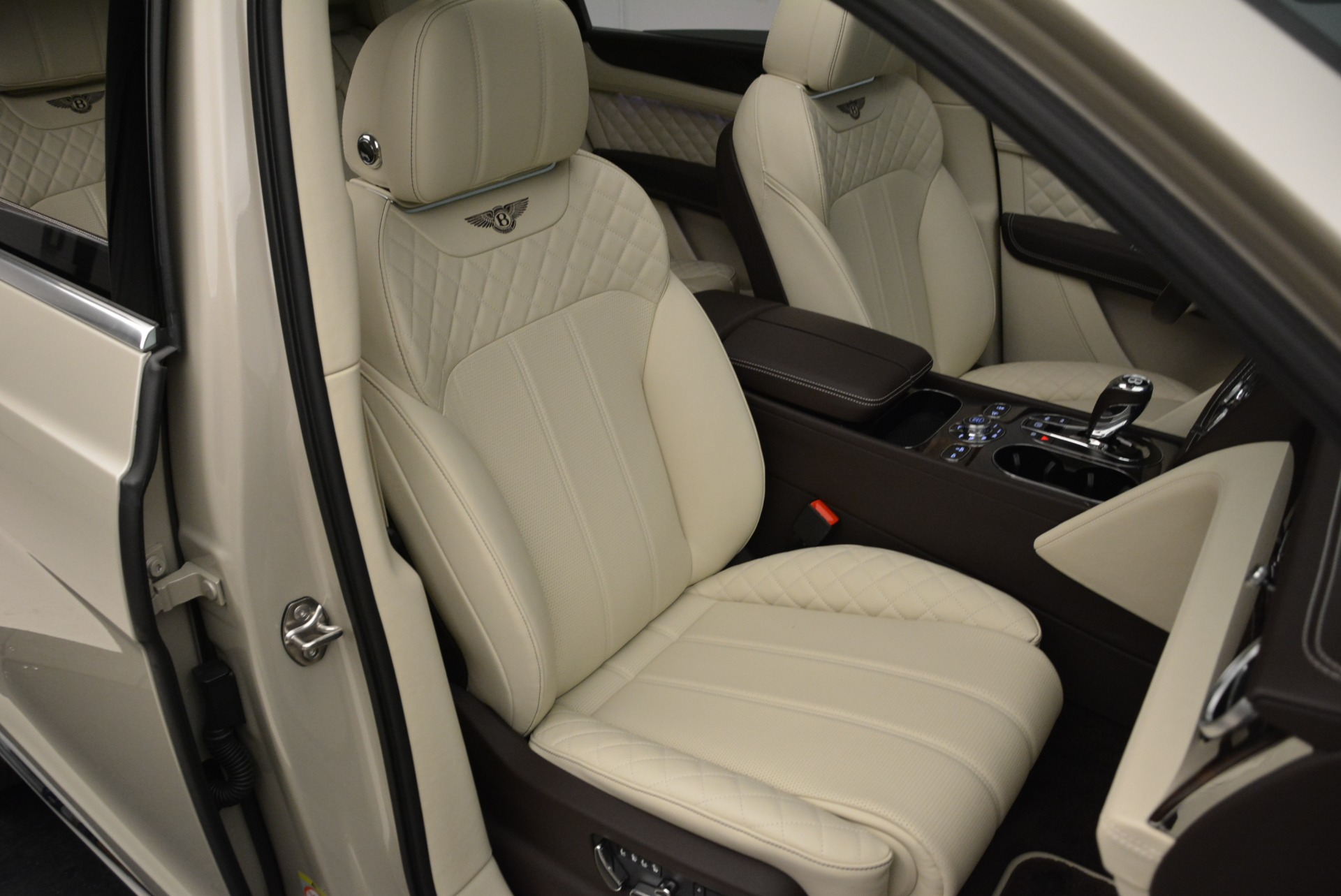 New 2018 Bentley Bentayga Signature For Sale In Greenwich, CT 1876_p27