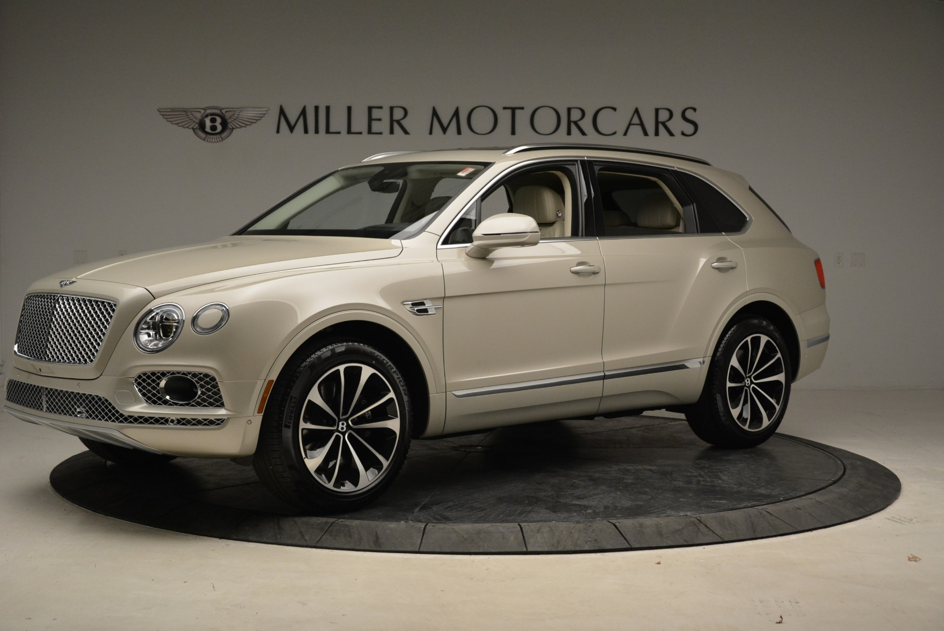 New 2018 Bentley Bentayga Signature For Sale In Greenwich, CT 1876_p2