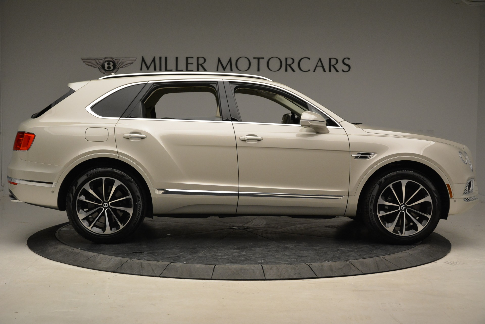 New 2018 Bentley Bentayga Signature For Sale In Greenwich, CT 1876_p9