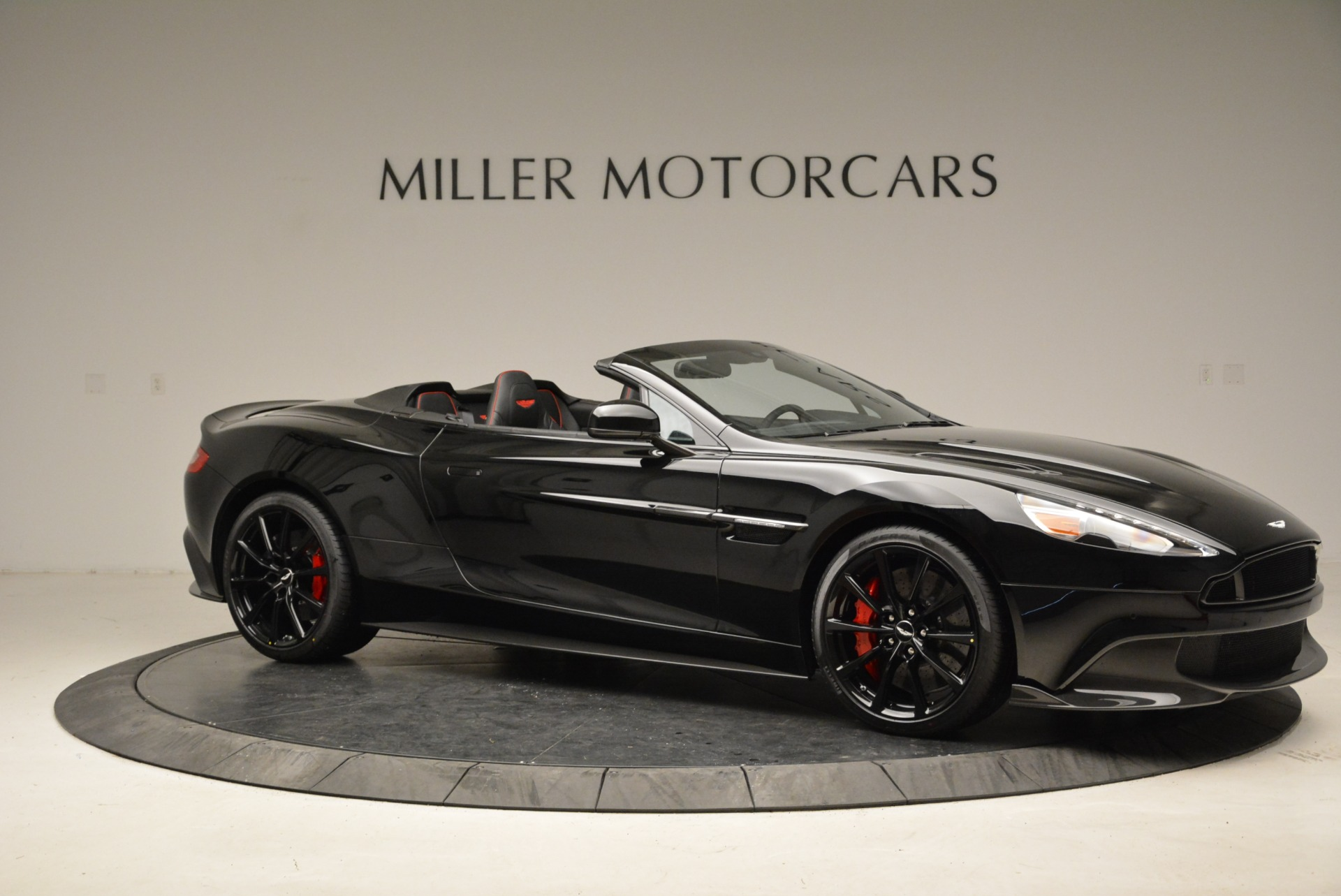 Used 2018 Aston Martin Vanquish S Convertible For Sale In Greenwich, CT 1895_p10