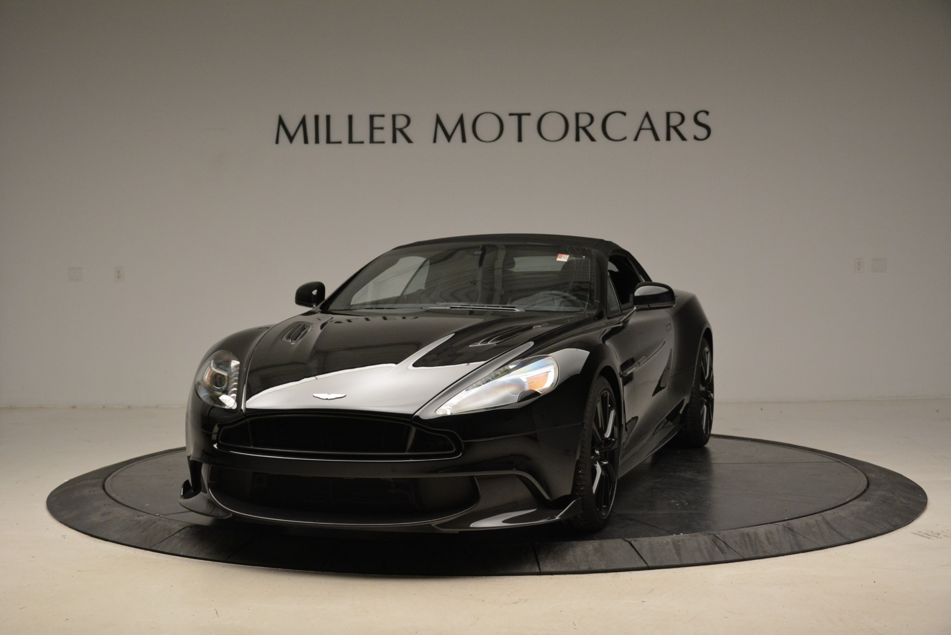 Used 2018 Aston Martin Vanquish S Convertible For Sale In Greenwich, CT 1895_p13