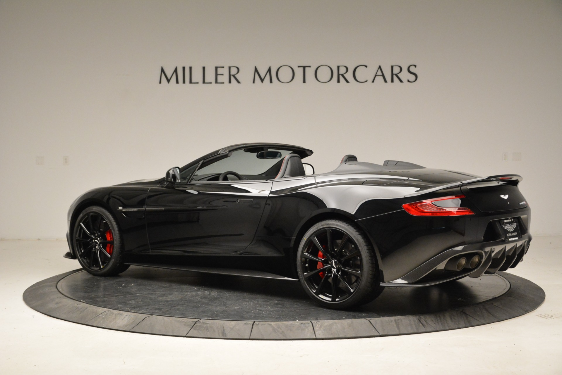 Used 2018 Aston Martin Vanquish S Convertible For Sale In Greenwich, CT 1895_p4
