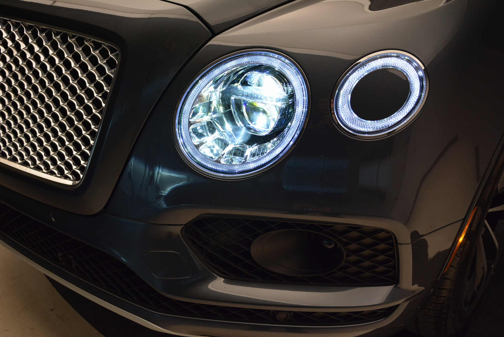 Used 2018 Bentley Bentayga W12 Signature For Sale In Greenwich, CT 1903_p19