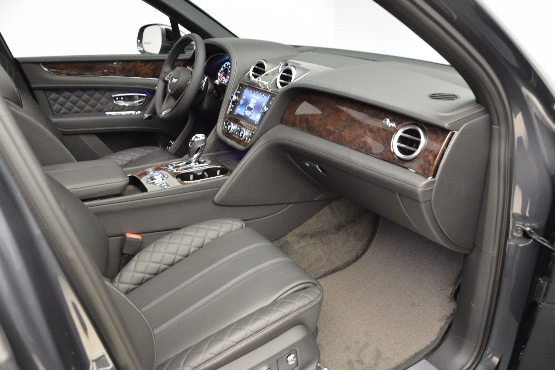 Used 2018 Bentley Bentayga W12 Signature For Sale In Greenwich, CT 1903_p40