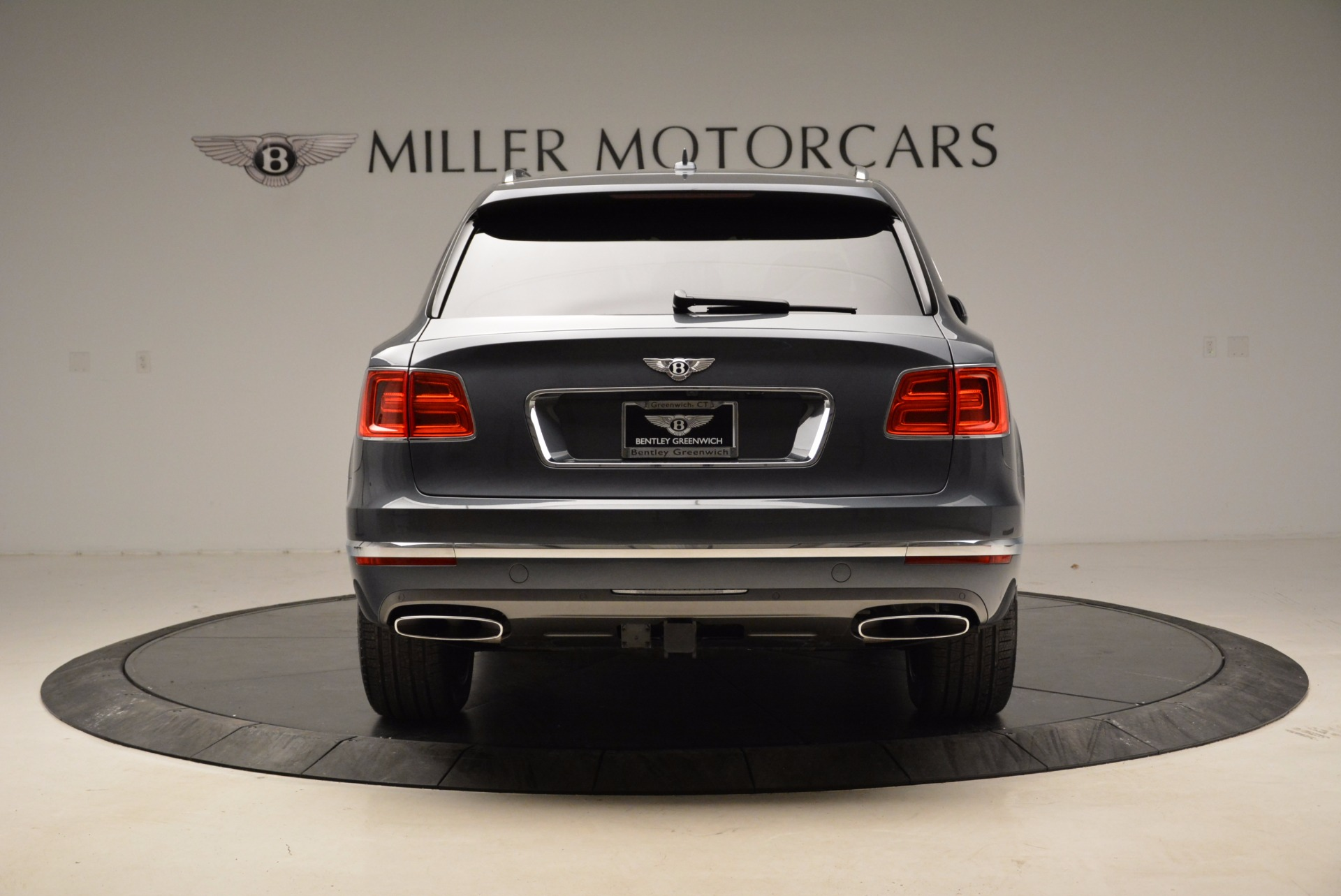 Used 2018 Bentley Bentayga W12 Signature For Sale In Greenwich, CT 1903_p6