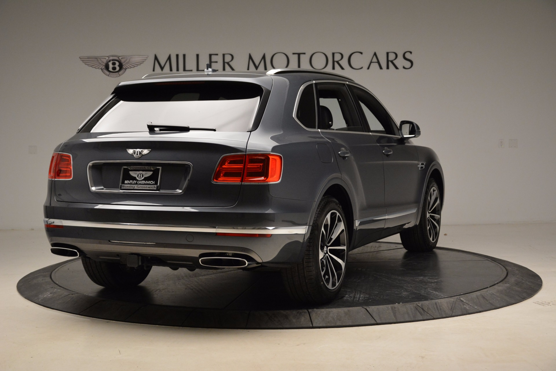 Used 2018 Bentley Bentayga W12 Signature For Sale In Greenwich, CT 1903_p7