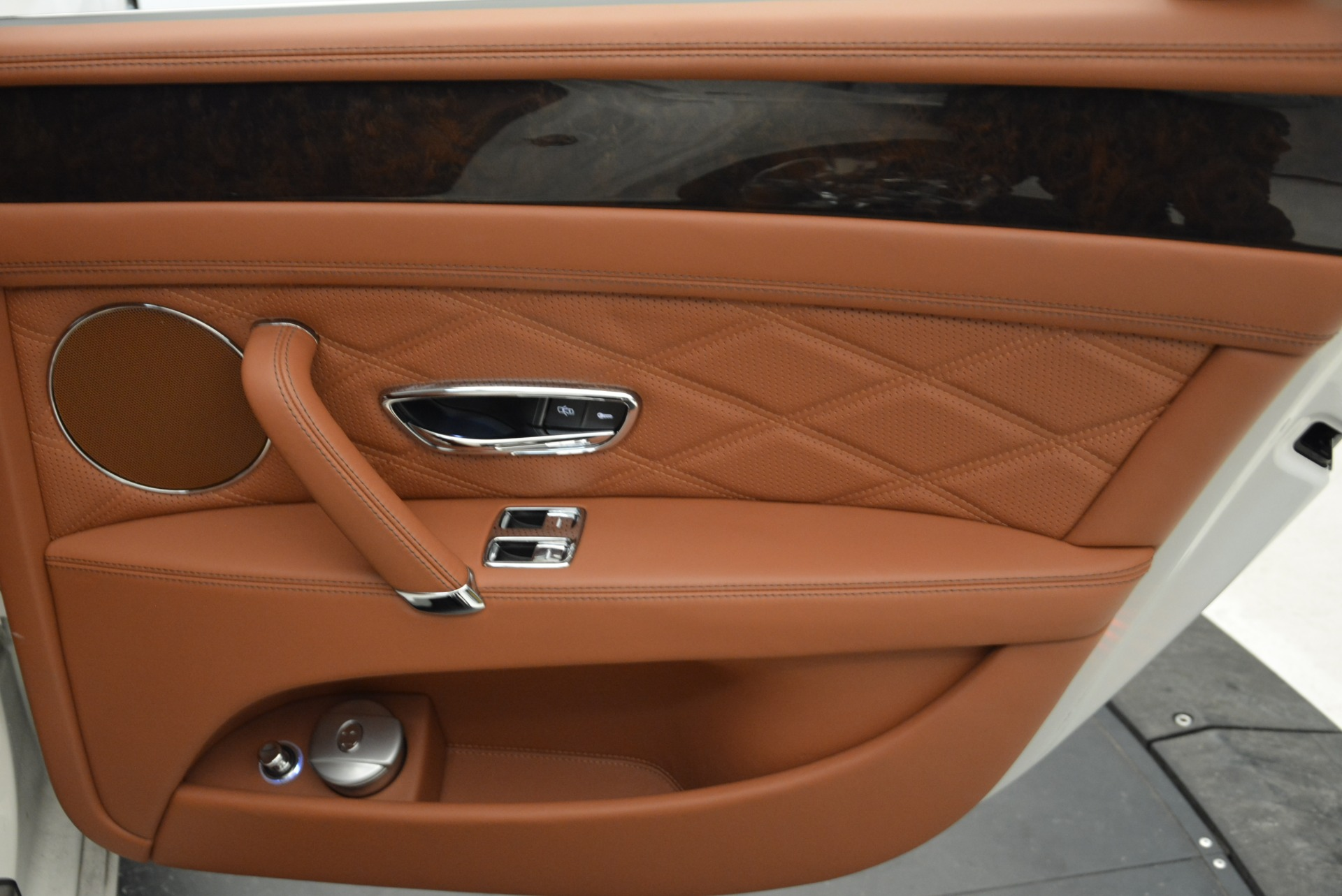 Used 2014 Bentley Flying Spur W12 For Sale In Greenwich, CT 1906_p35