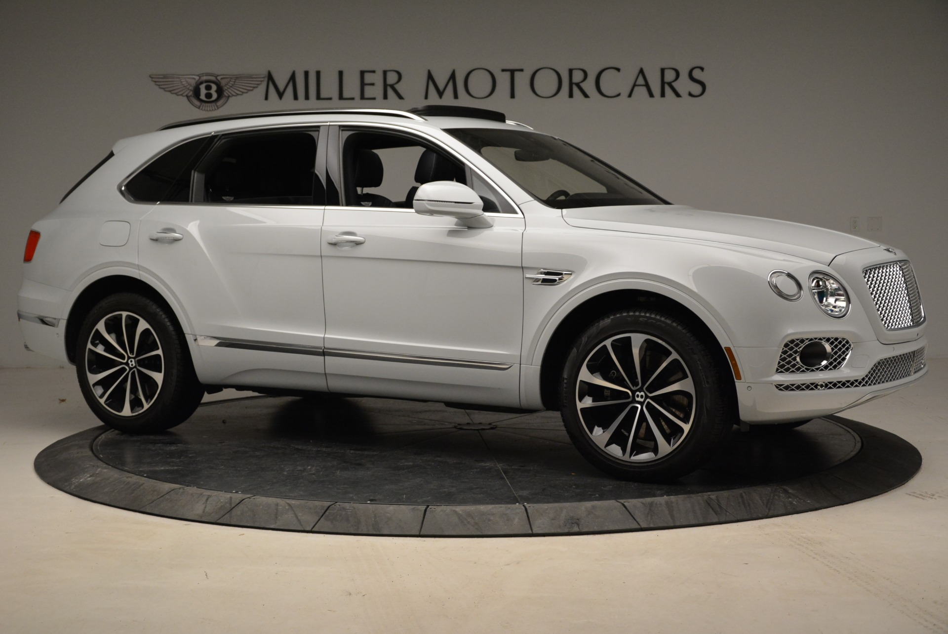 Used 2017 Bentley Bentayga  For Sale In Greenwich, CT 1907_p10