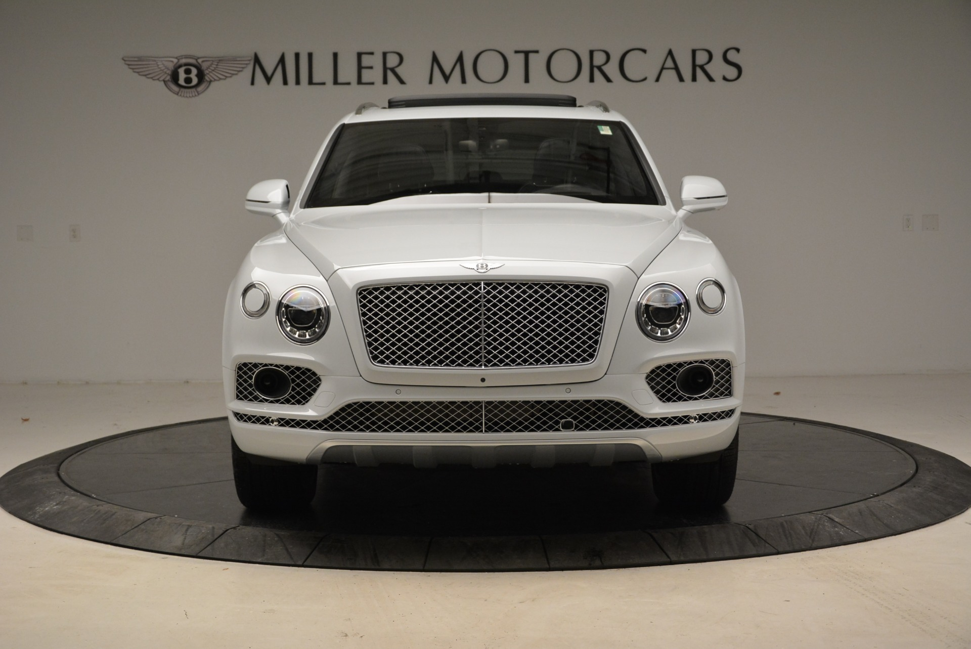 Used 2017 Bentley Bentayga  For Sale In Greenwich, CT 1907_p12