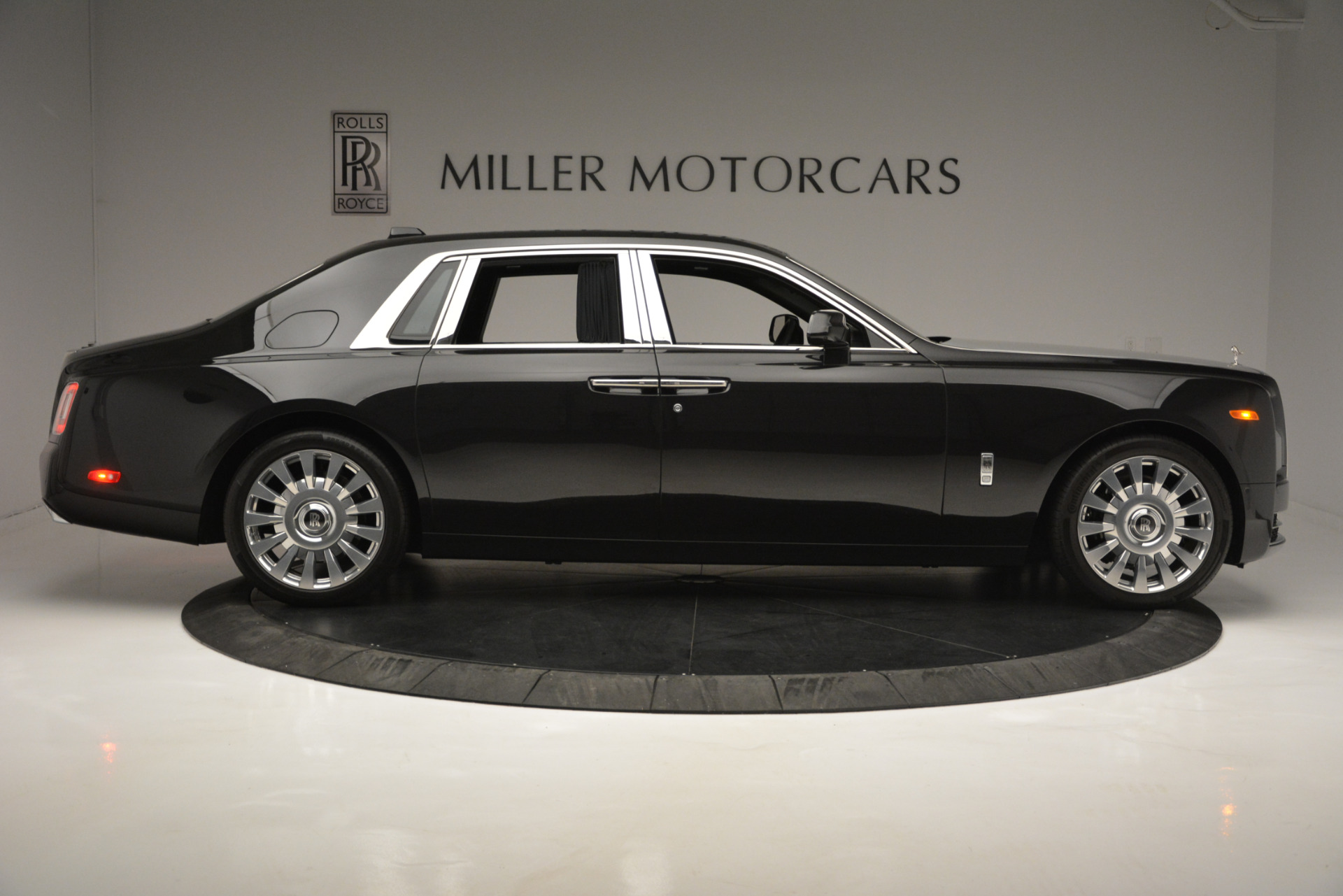 Used 2018 Rolls-Royce Phantom  For Sale In Greenwich, CT 1958_p8