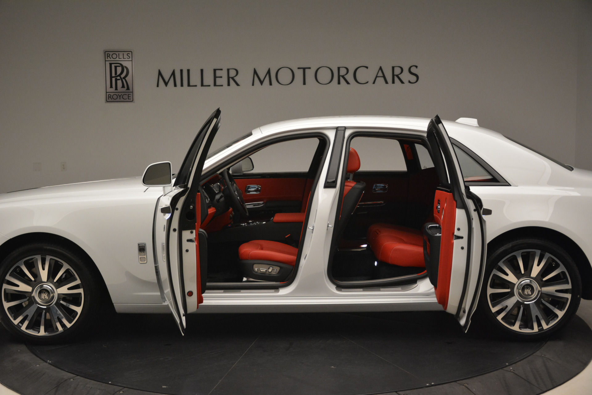 New 2018 Rolls-Royce Ghost  For Sale In Greenwich, CT 2034_p15