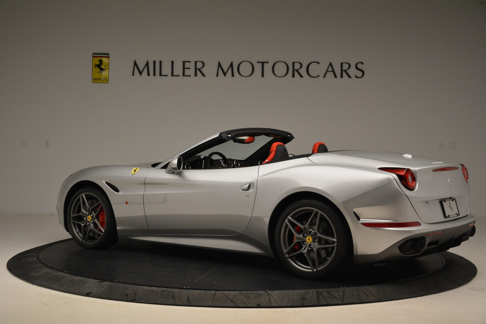 Used 2017 Ferrari California T Handling Speciale For Sale In Greenwich, CT 2037_p4