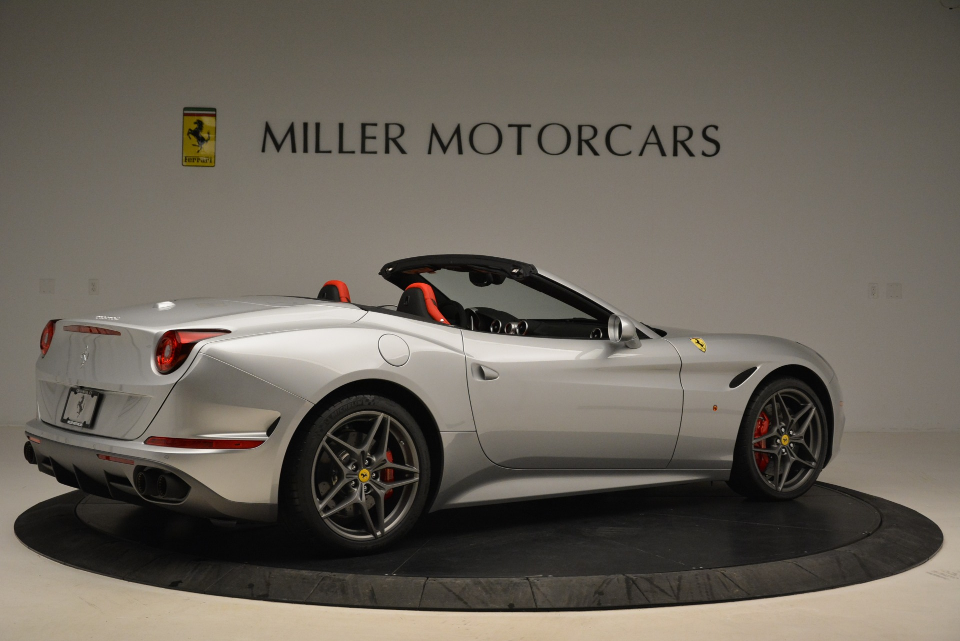 Used 2017 Ferrari California T Handling Speciale For Sale In Greenwich, CT 2037_p8