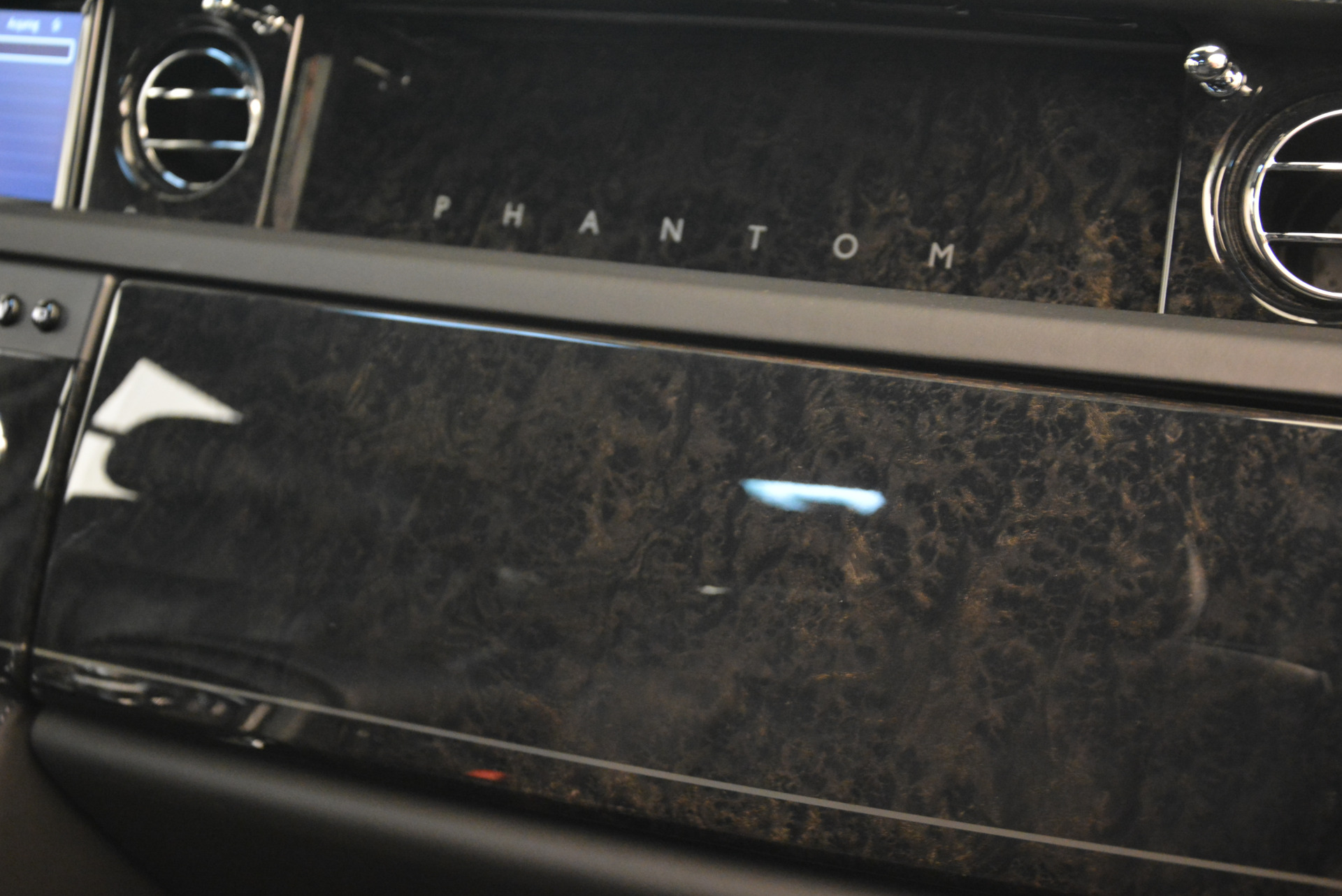 Used 2014 Rolls-Royce Phantom EWB For Sale In Greenwich, CT 2051_p24