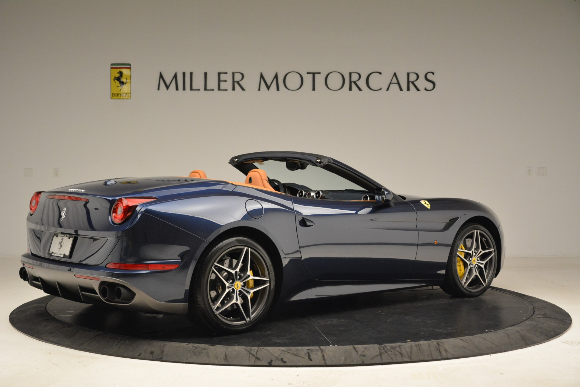 Used 2017 Ferrari California T Handling Speciale For Sale In Greenwich, CT 2052_p8