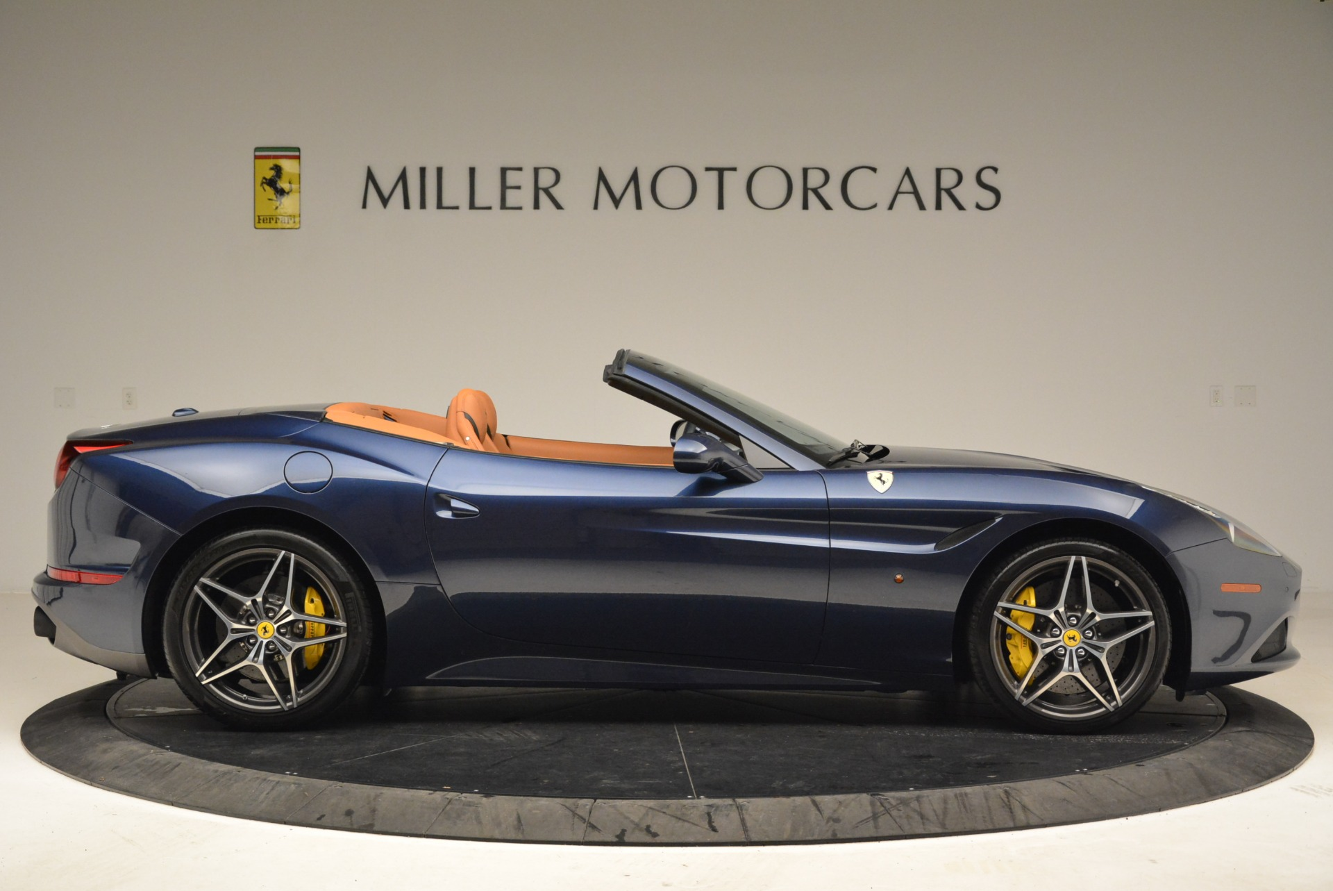 Used 2017 Ferrari California T Handling Speciale For Sale In Greenwich, CT 2052_p9
