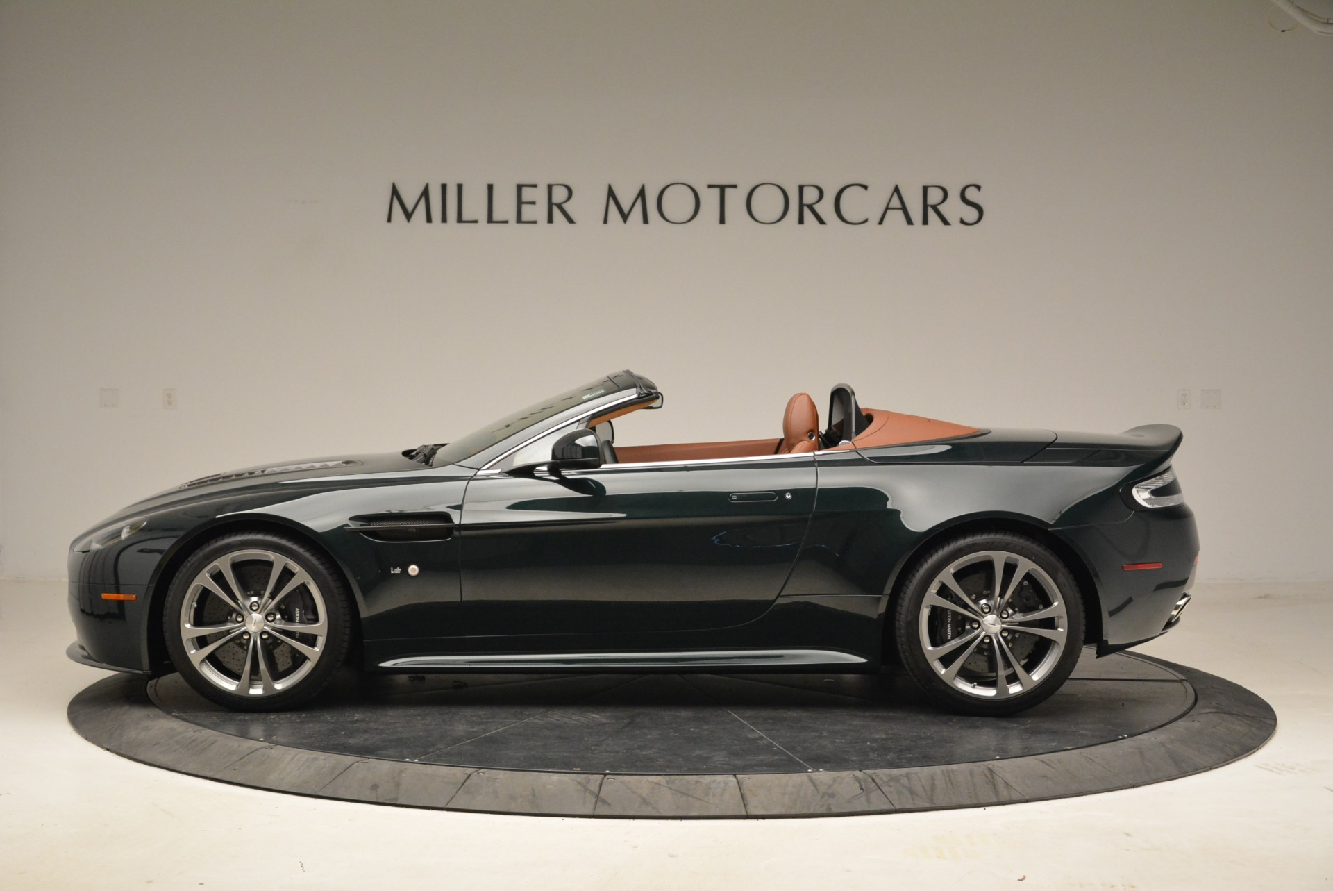 Used 2017 Aston Martin V12 Vantage S Roadster For Sale In Greenwich, CT 2055_p3