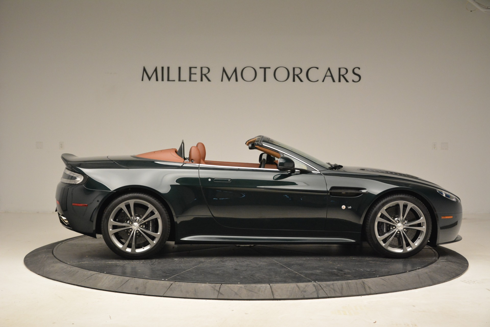 Used 2017 Aston Martin V12 Vantage S Roadster For Sale In Greenwich, CT 2055_p9