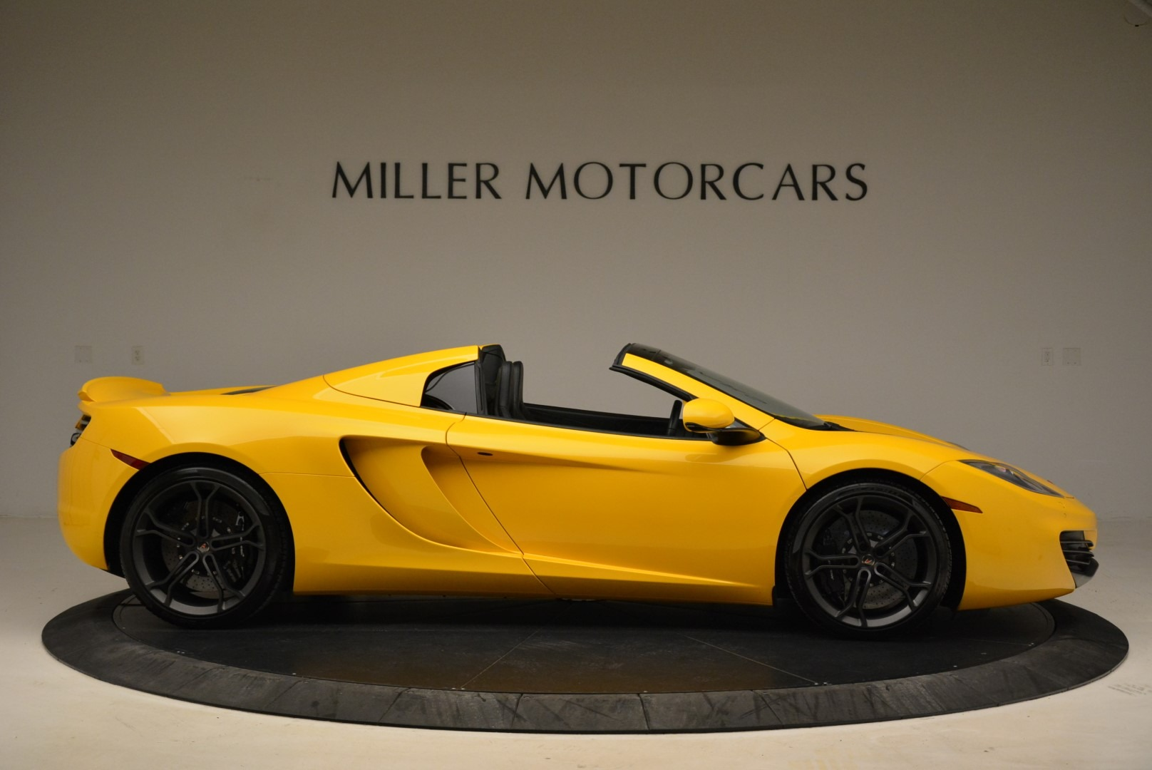 Used 2014 McLaren MP4-12C Spider For Sale In Greenwich, CT 2057_p9