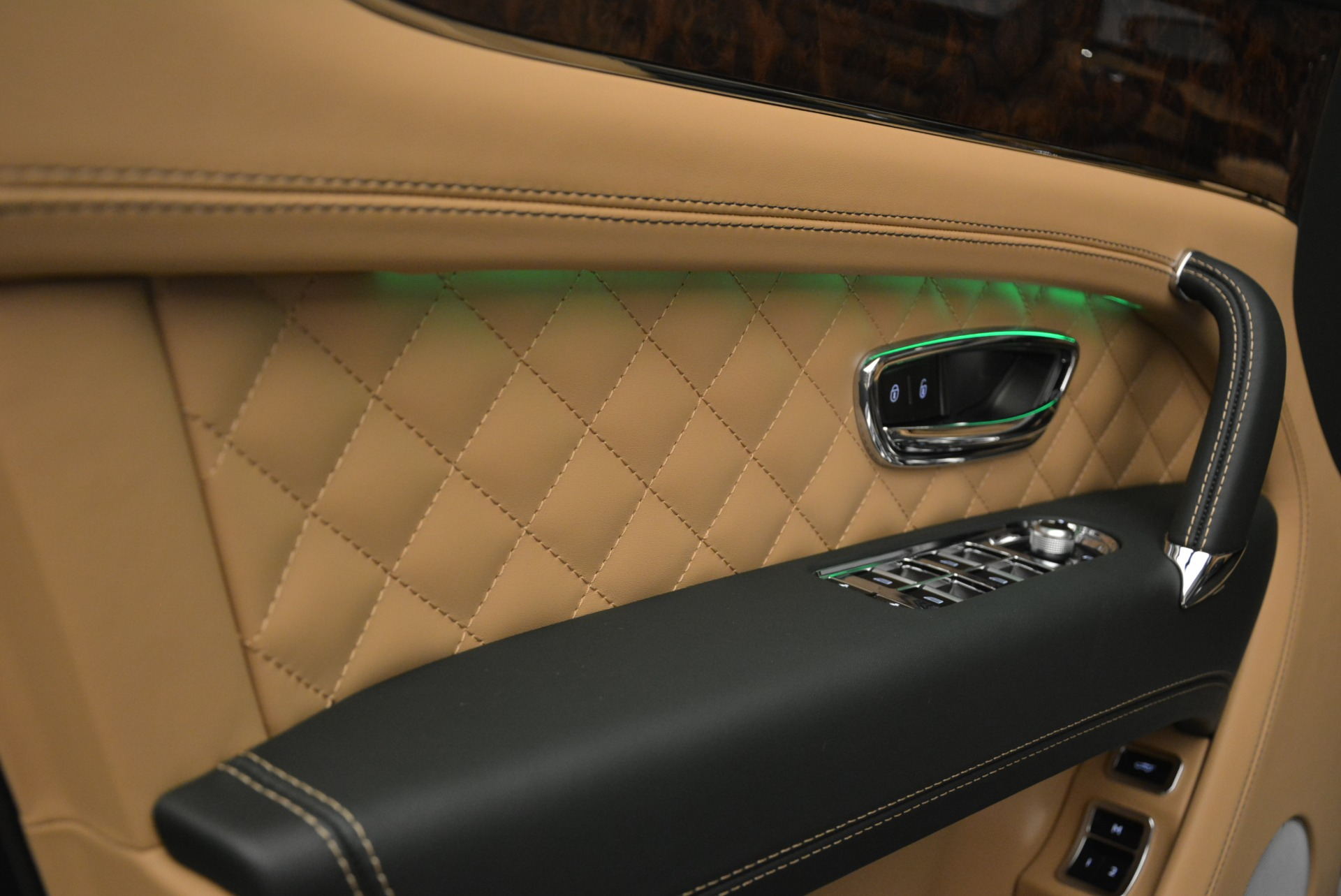 New 2018 Bentley Bentayga Signature For Sale In Greenwich, CT 2072_p23