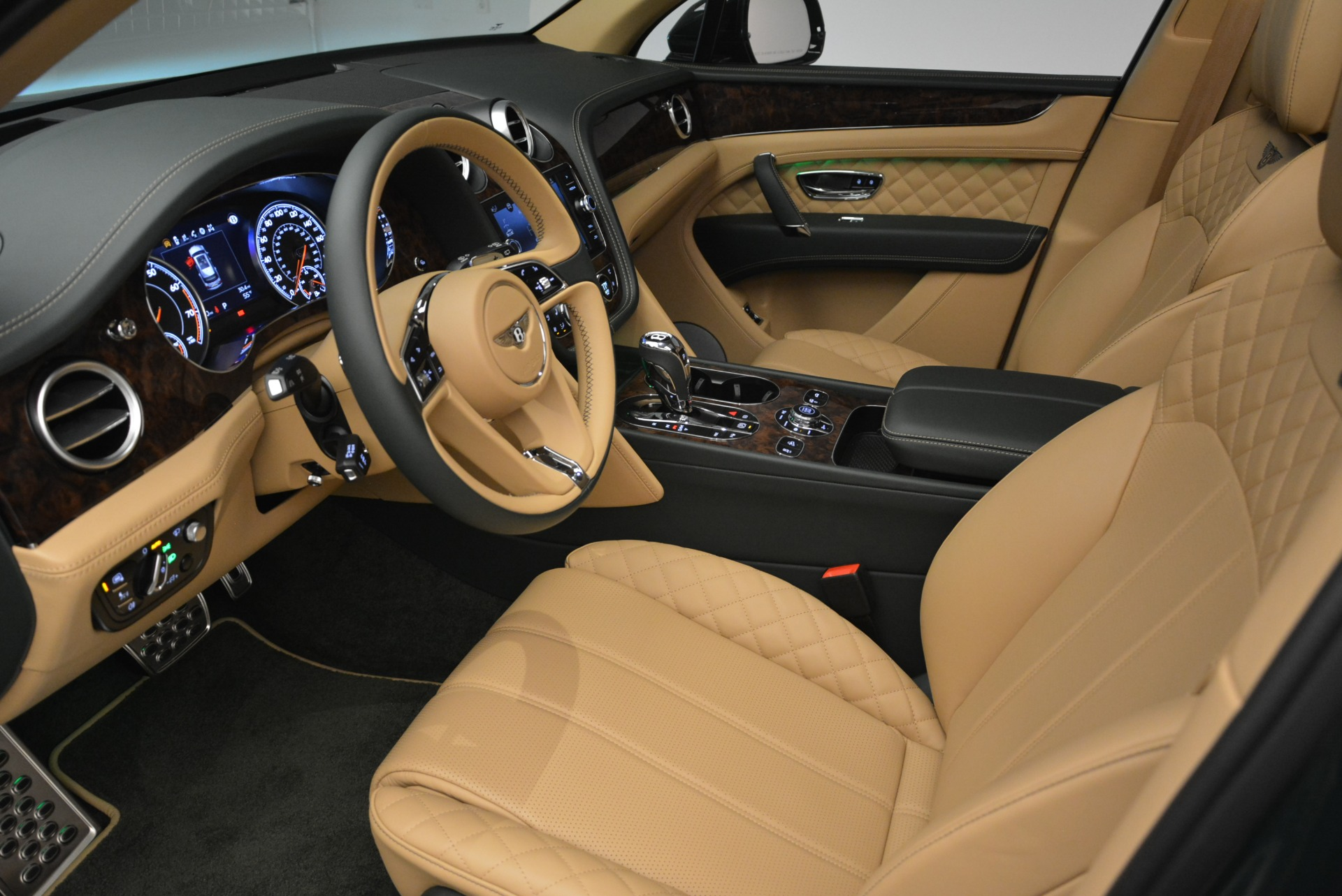 New 2018 Bentley Bentayga Signature For Sale In Greenwich, CT 2072_p24