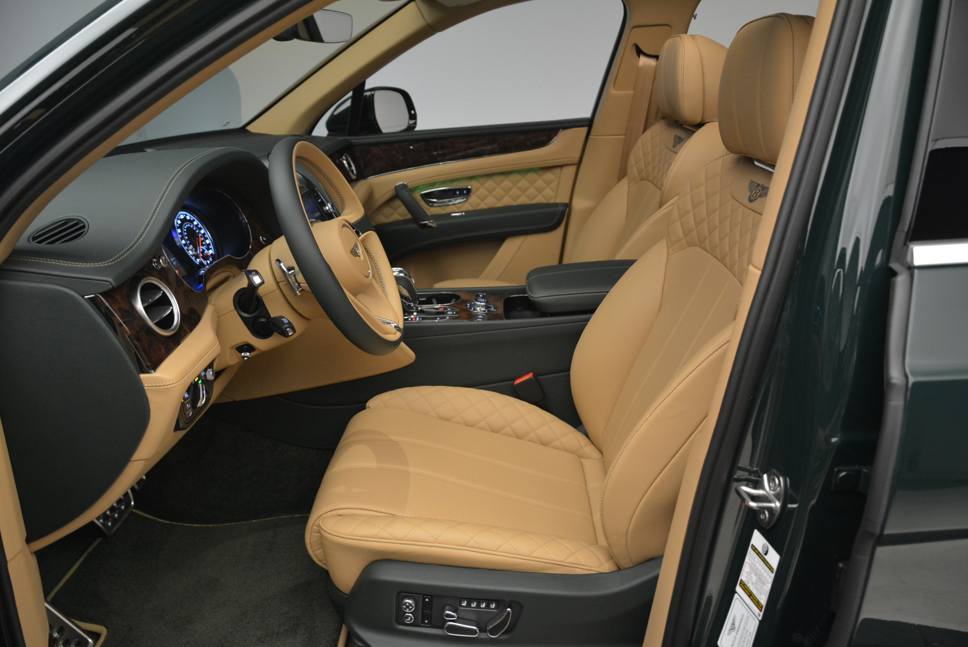 New 2018 Bentley Bentayga Signature For Sale In Greenwich, CT 2072_p25