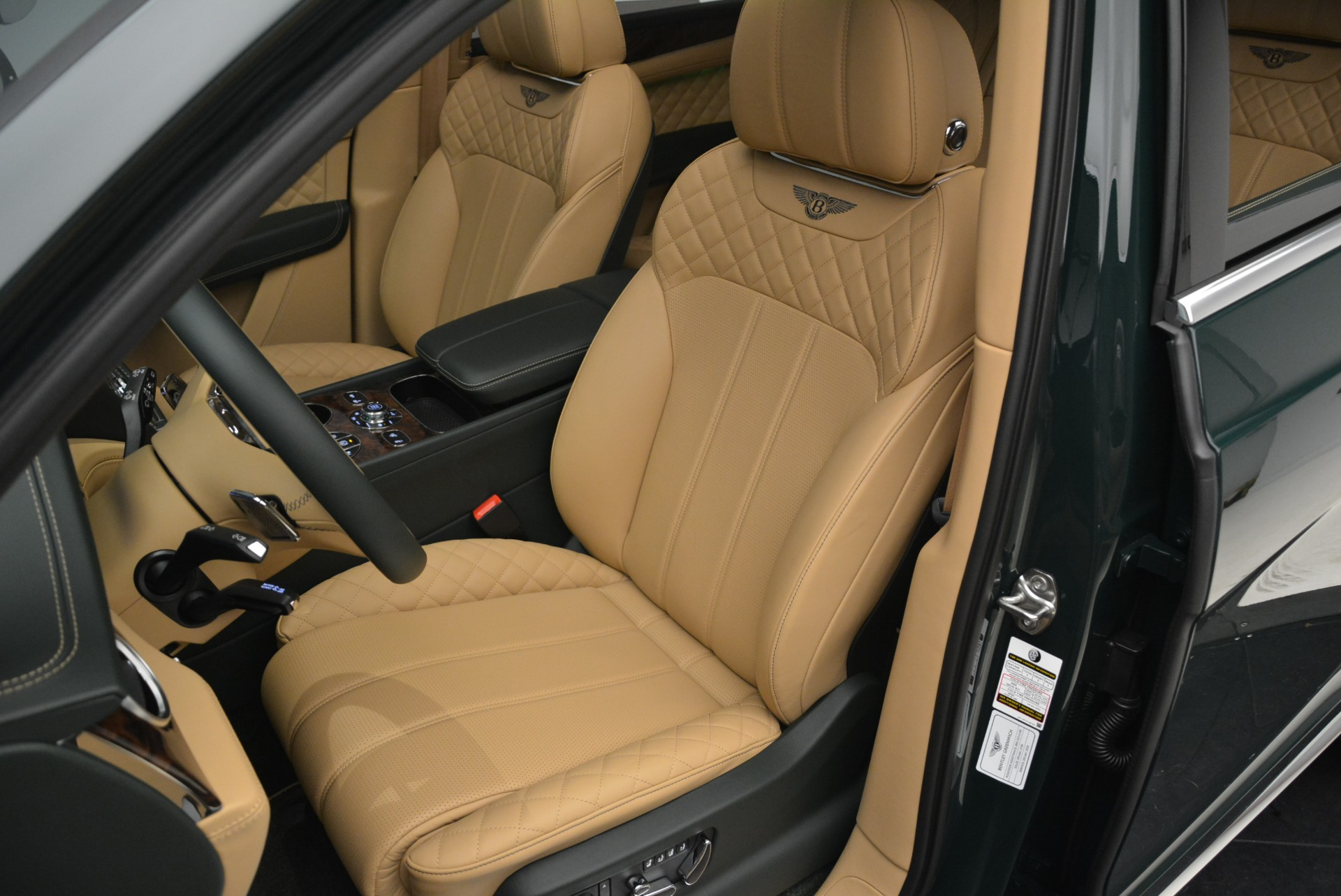 New 2018 Bentley Bentayga Signature For Sale In Greenwich, CT 2072_p26