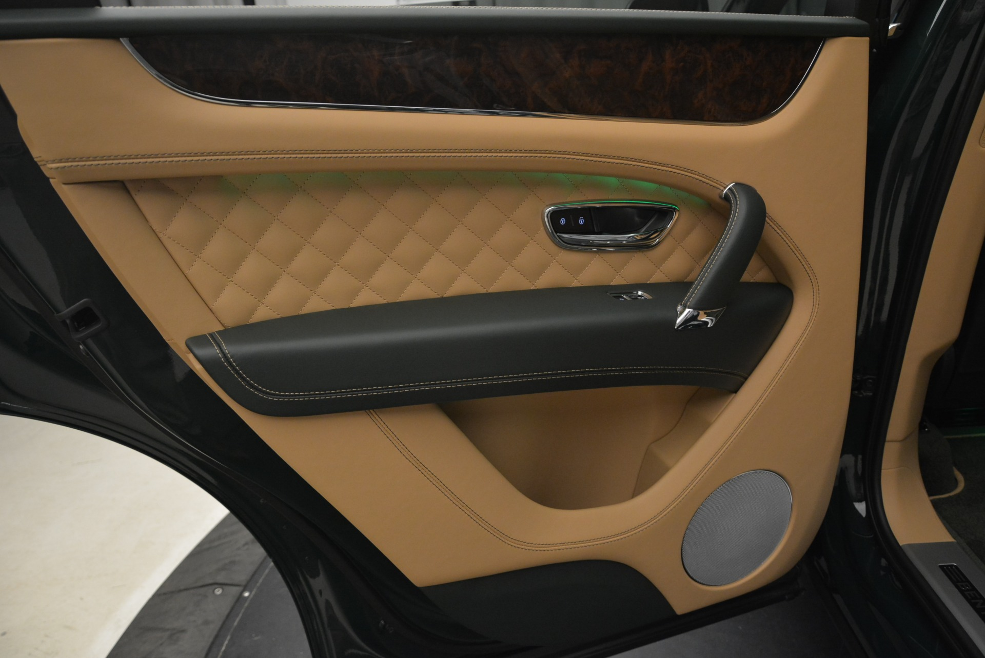 New 2018 Bentley Bentayga Signature For Sale In Greenwich, CT 2072_p28