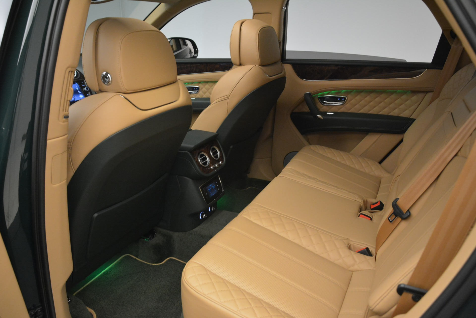 New 2018 Bentley Bentayga Signature For Sale In Greenwich, CT 2072_p29