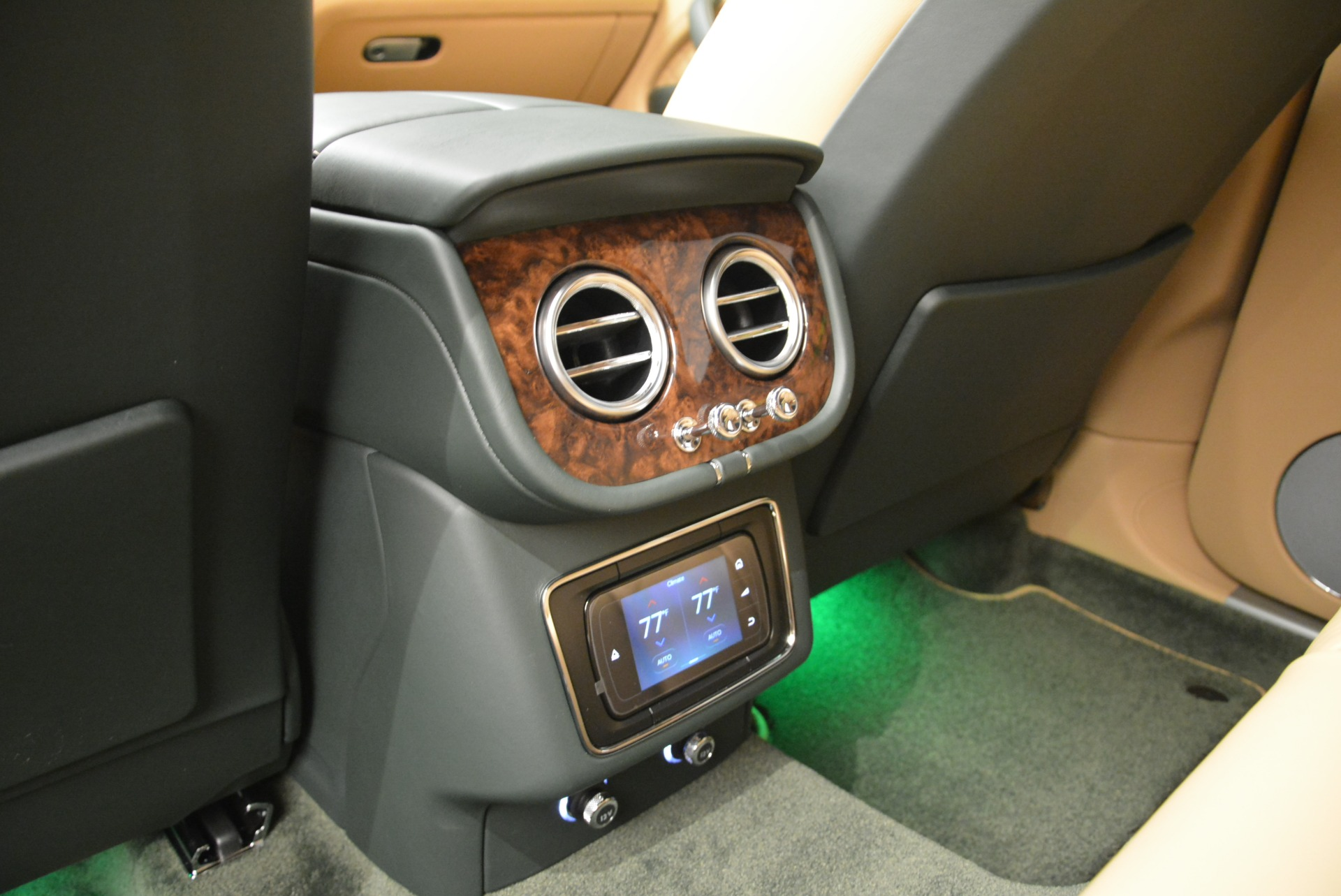 New 2018 Bentley Bentayga Signature For Sale In Greenwich, CT 2072_p32