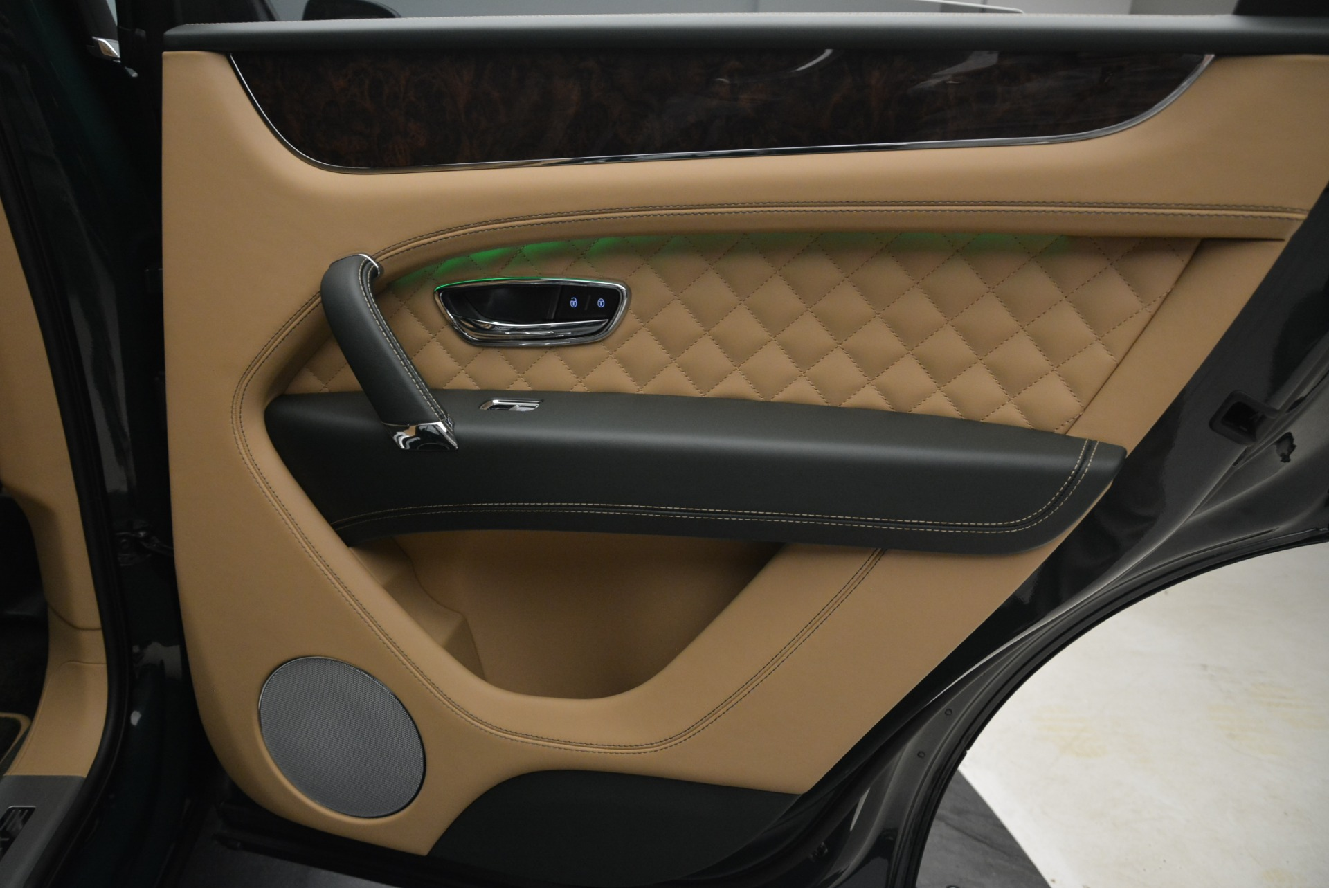 New 2018 Bentley Bentayga Signature For Sale In Greenwich, CT 2072_p35