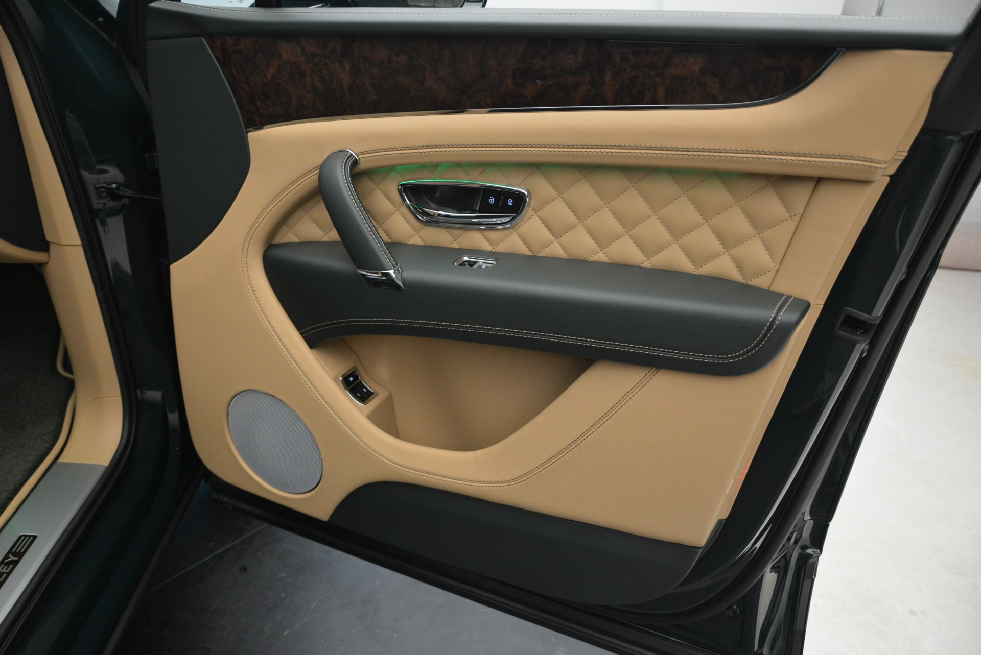 New 2018 Bentley Bentayga Signature For Sale In Greenwich, CT 2072_p39