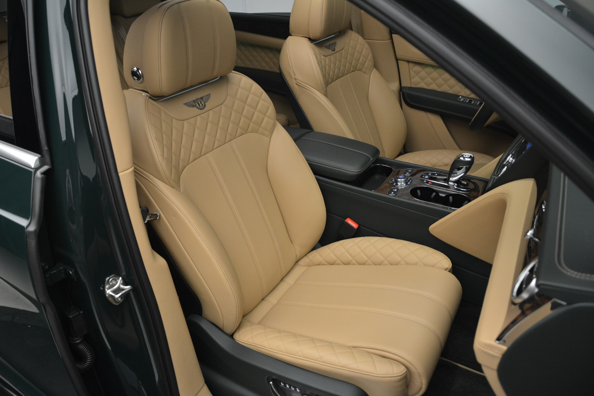 New 2018 Bentley Bentayga Signature For Sale In Greenwich, CT 2072_p42
