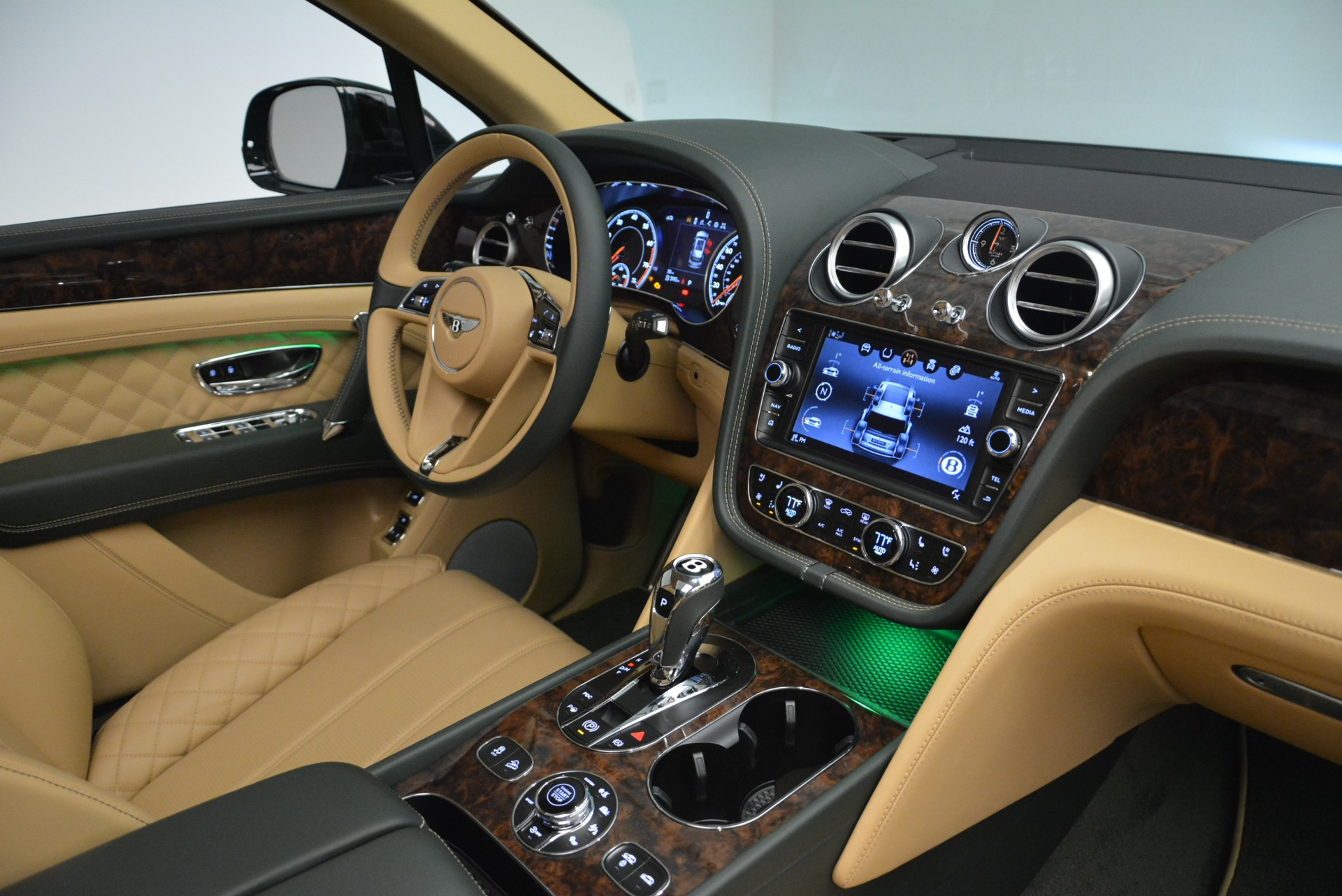 New 2018 Bentley Bentayga Signature For Sale In Greenwich, CT 2072_p44