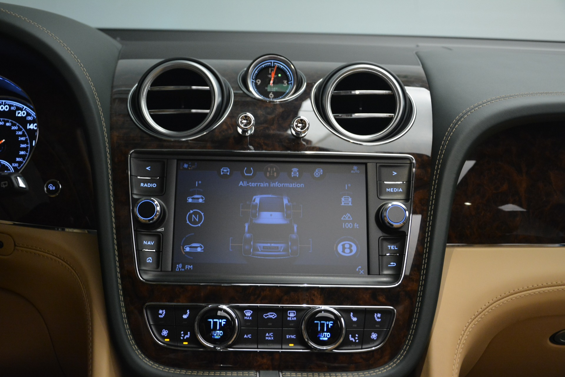 New 2018 Bentley Bentayga Signature For Sale In Greenwich, CT 2072_p46